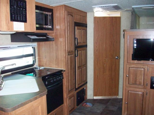 Full kitchen which include microwave, gas stove, fridge/freezer, double sink, and oven. Flagstaff Micro Lite 2016