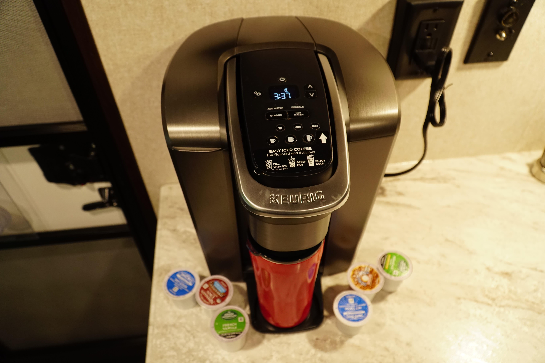 Kureg coffee make with 4 travel mugs included.. Jayco Jay Flight 2019