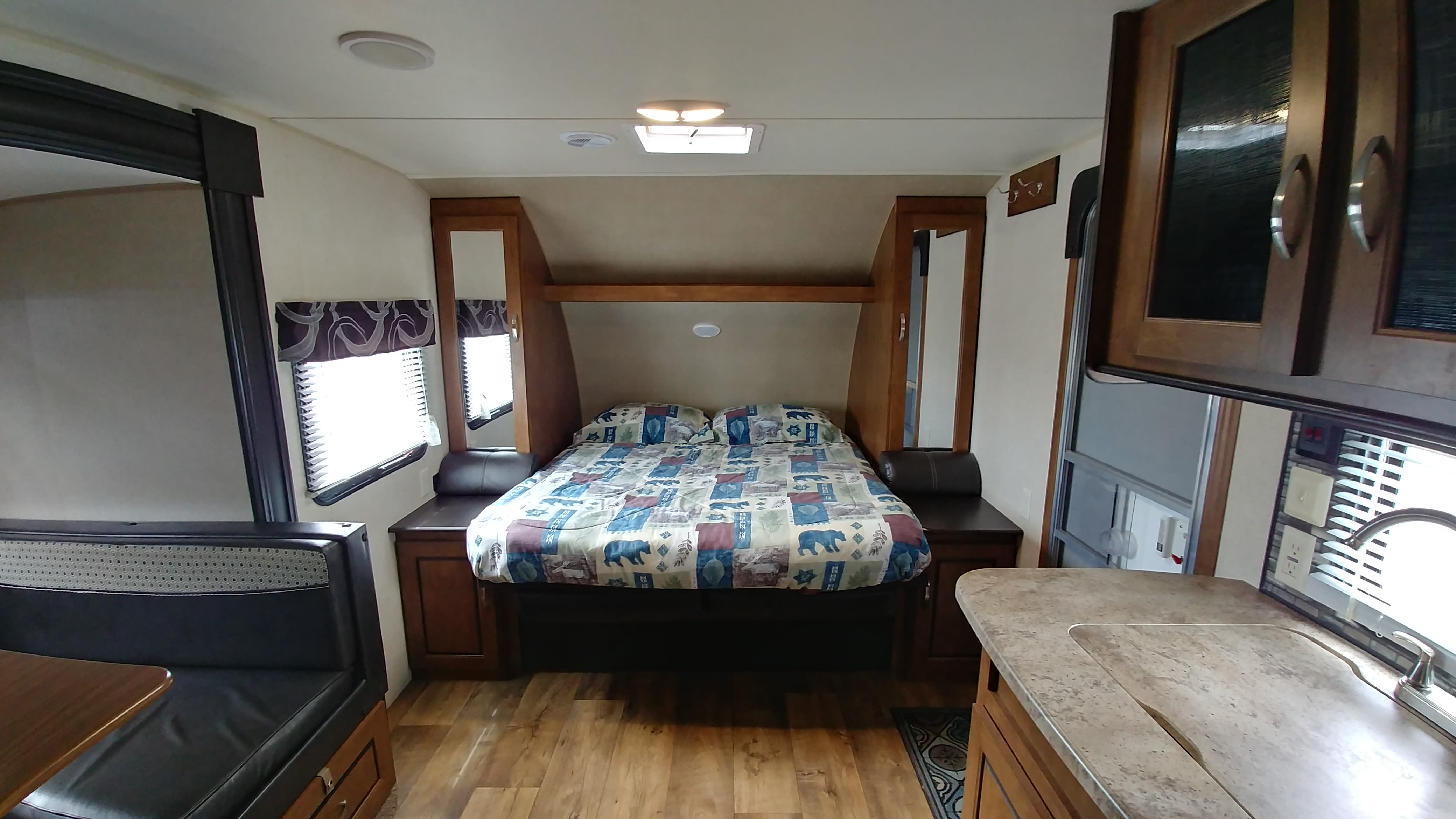 that turns into a comfortable queen sized bed!. Forest River Salem Cruise Lite 2016