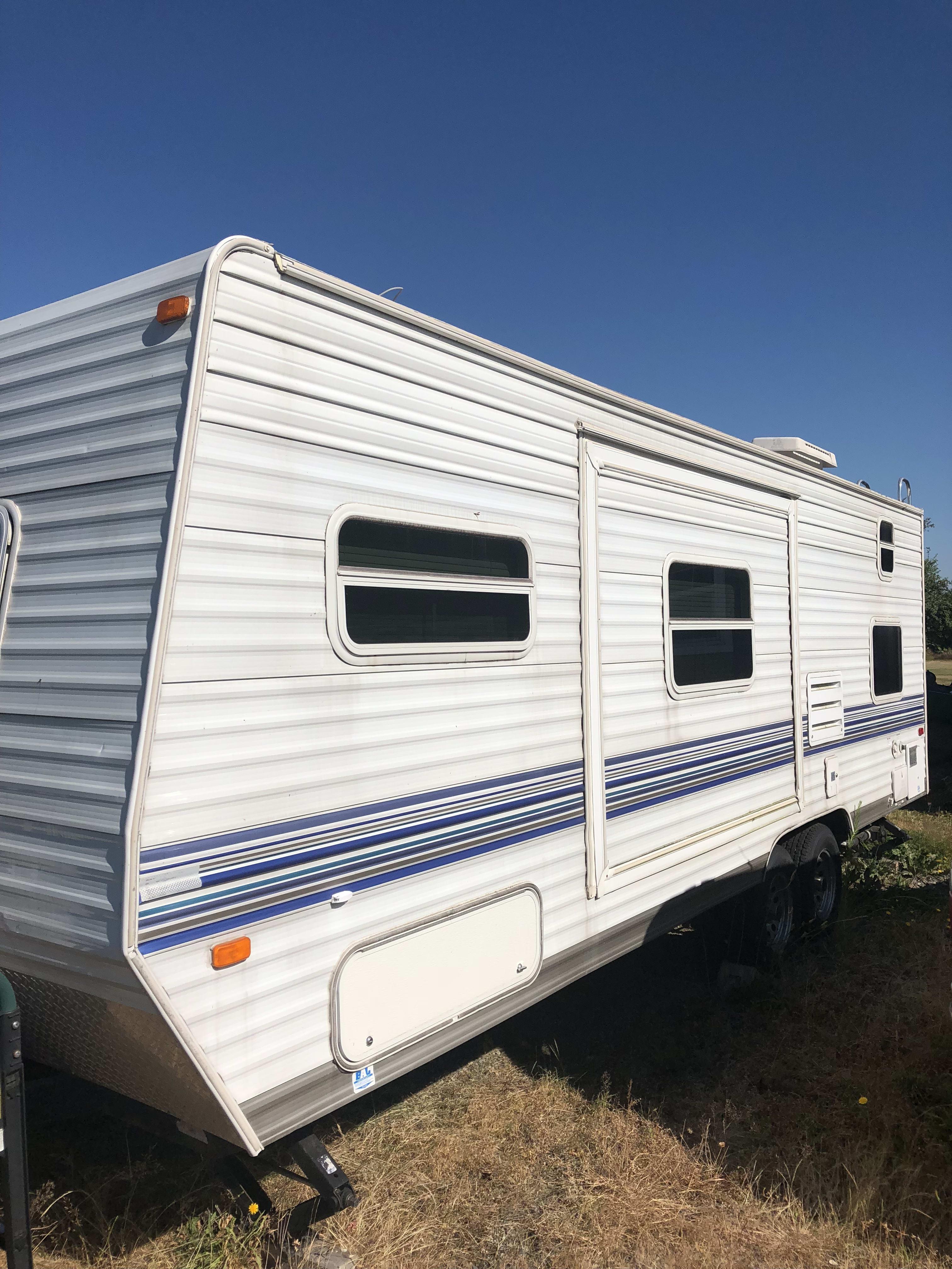 Slide out on the backside of trailer. Skyline Nomad 2007