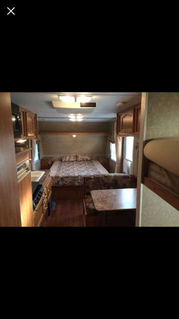 Queen size master bed. Gulf Stream Amerilite 2008