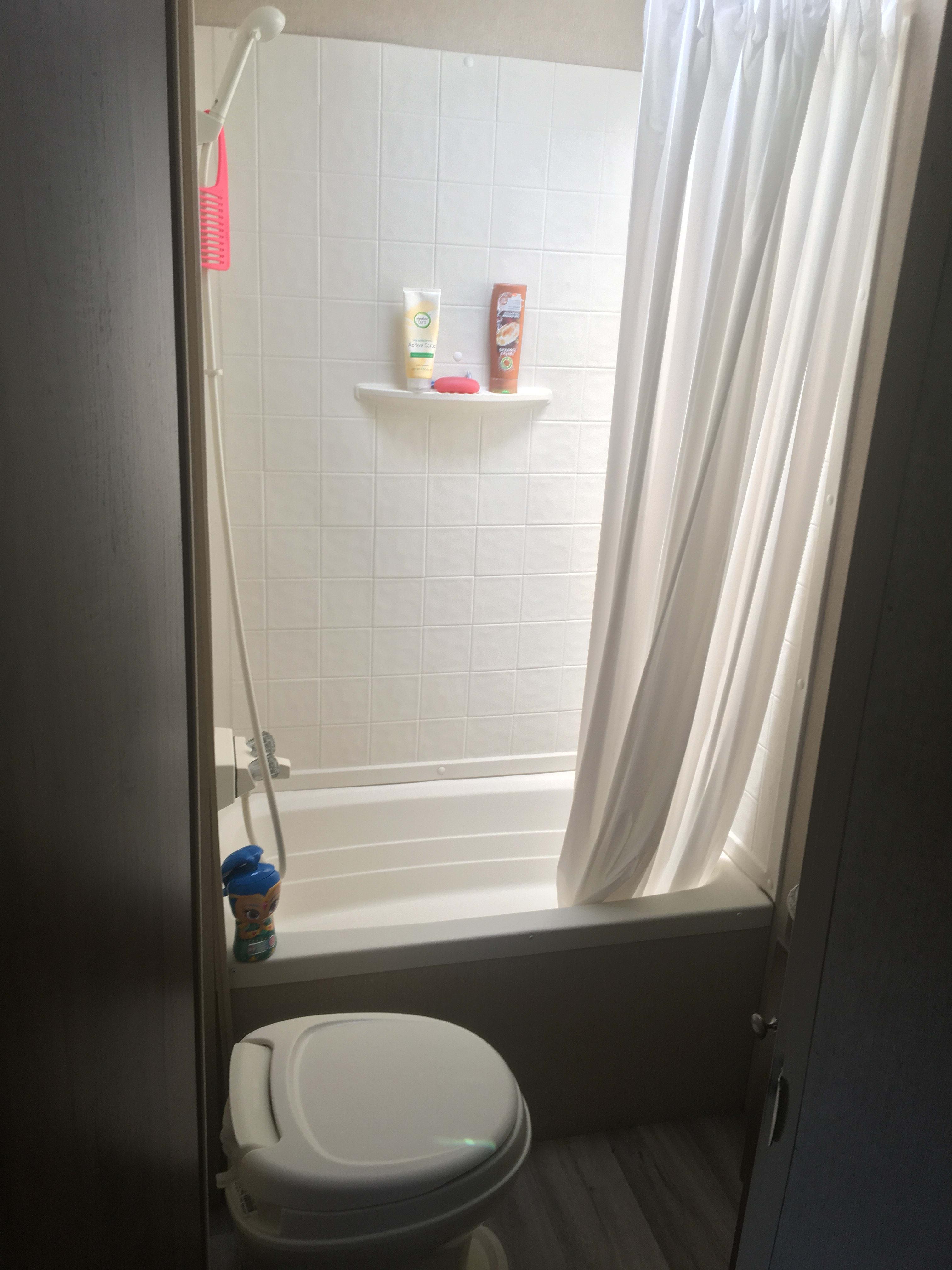 Wash off the day in the shower/tub! . Dutchmen Aspen Trail 2016