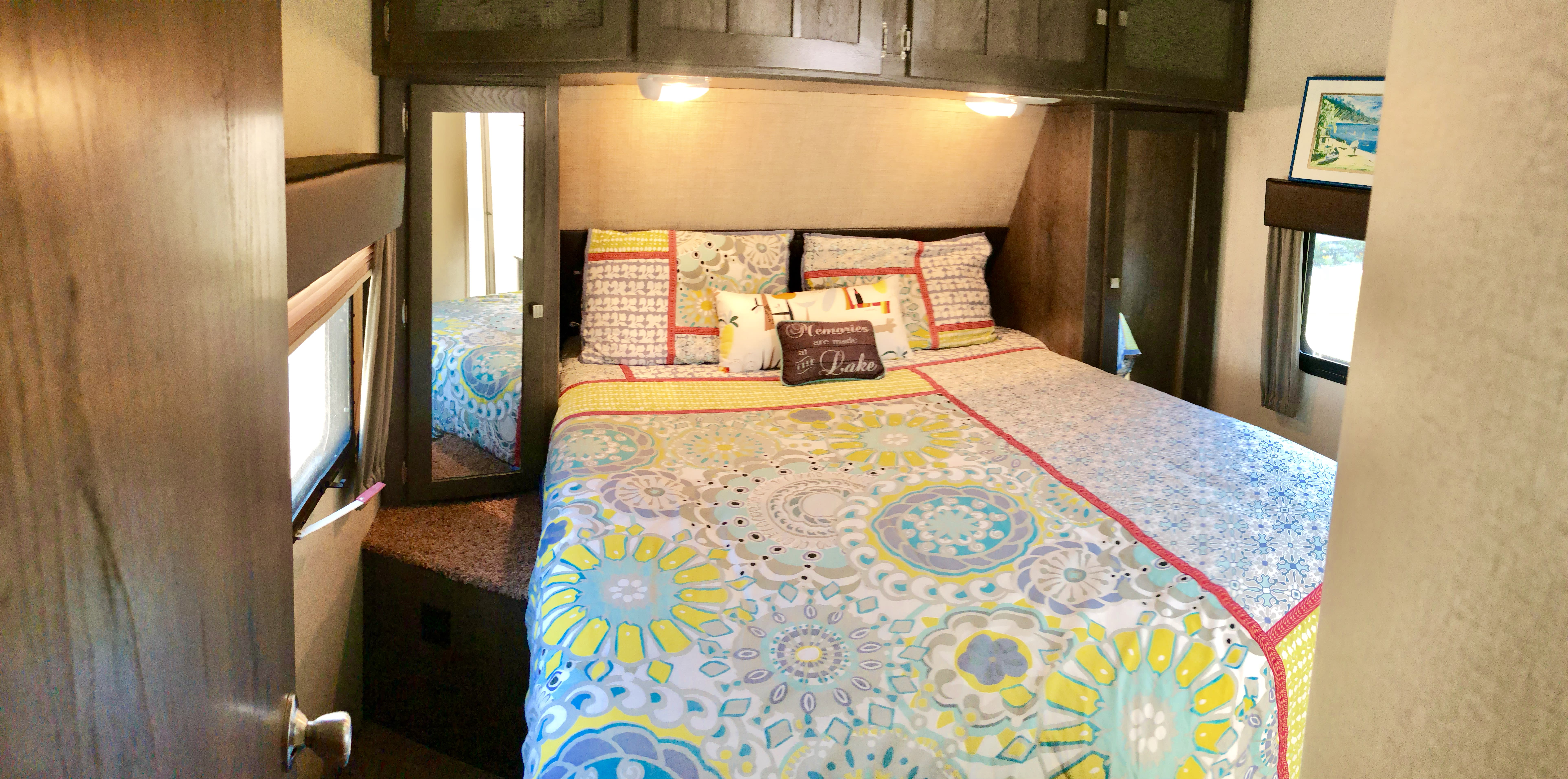 Master Bedroom!. Dutchman Kodiak 300bhsl 2015