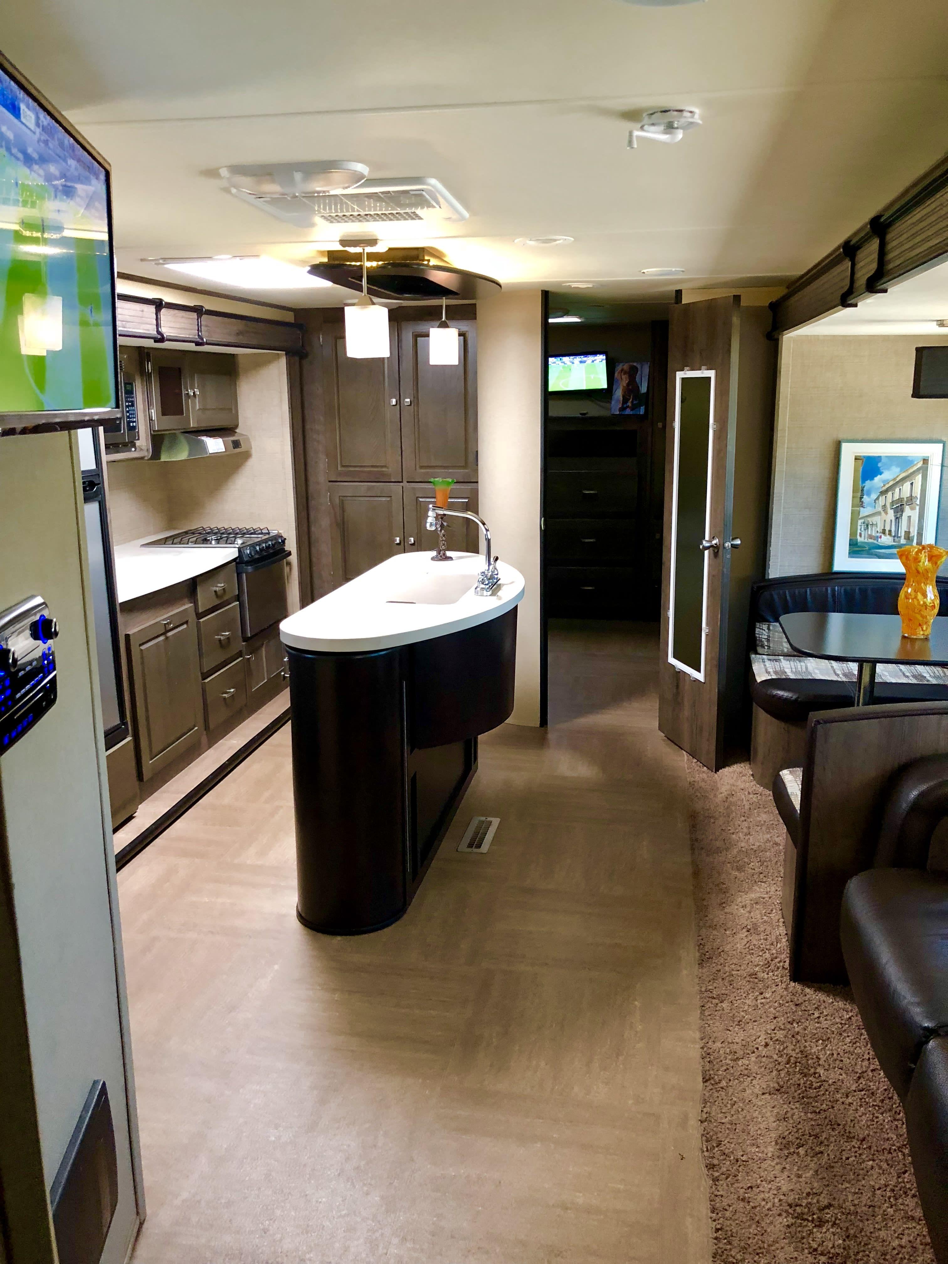 Spacious Interior!. Dutchman Kodiak 300bhsl 2015
