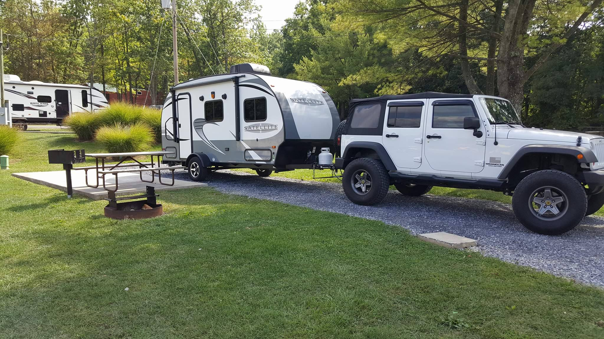 This is my Camper being hauled by my 6 cyclinder Jeep. Starcraft Sattlite 2017