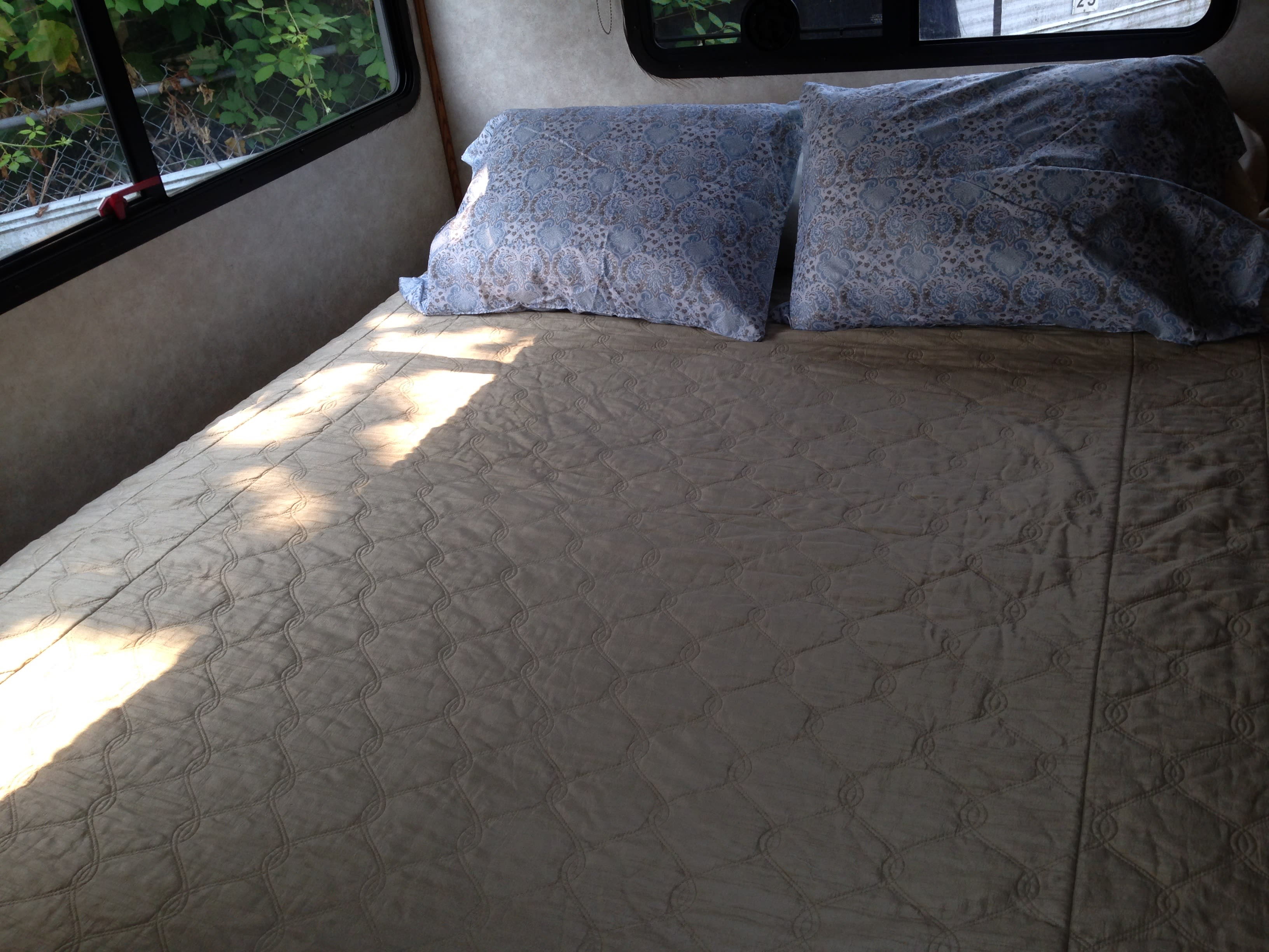Queen bed with Sealy Posturpedic mattress and supplied linens.. Fleetwood Pace Arrow 1990