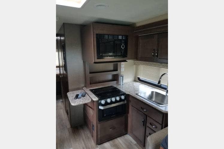 kitchen. Thor Motor Coach Freedom Elite 2019