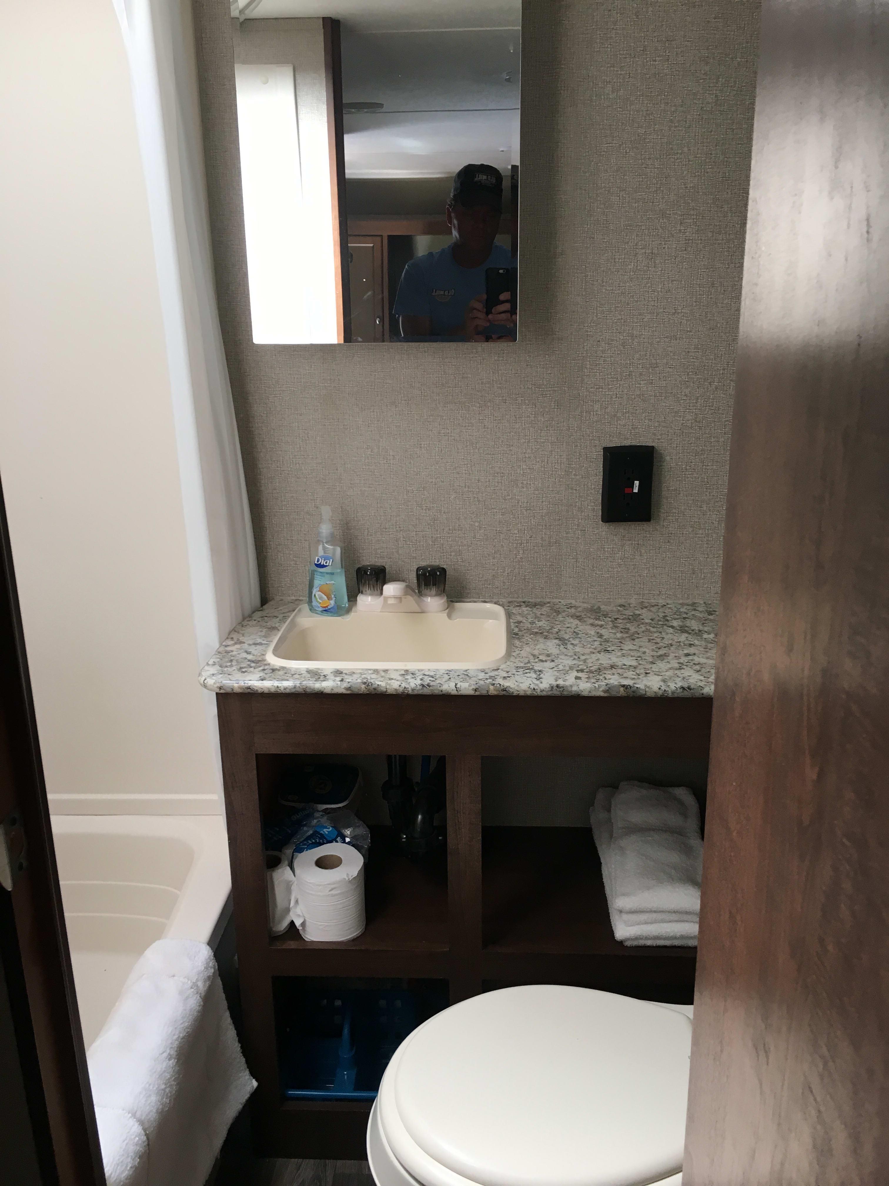 Bathroom. Keystone Hideout 2017