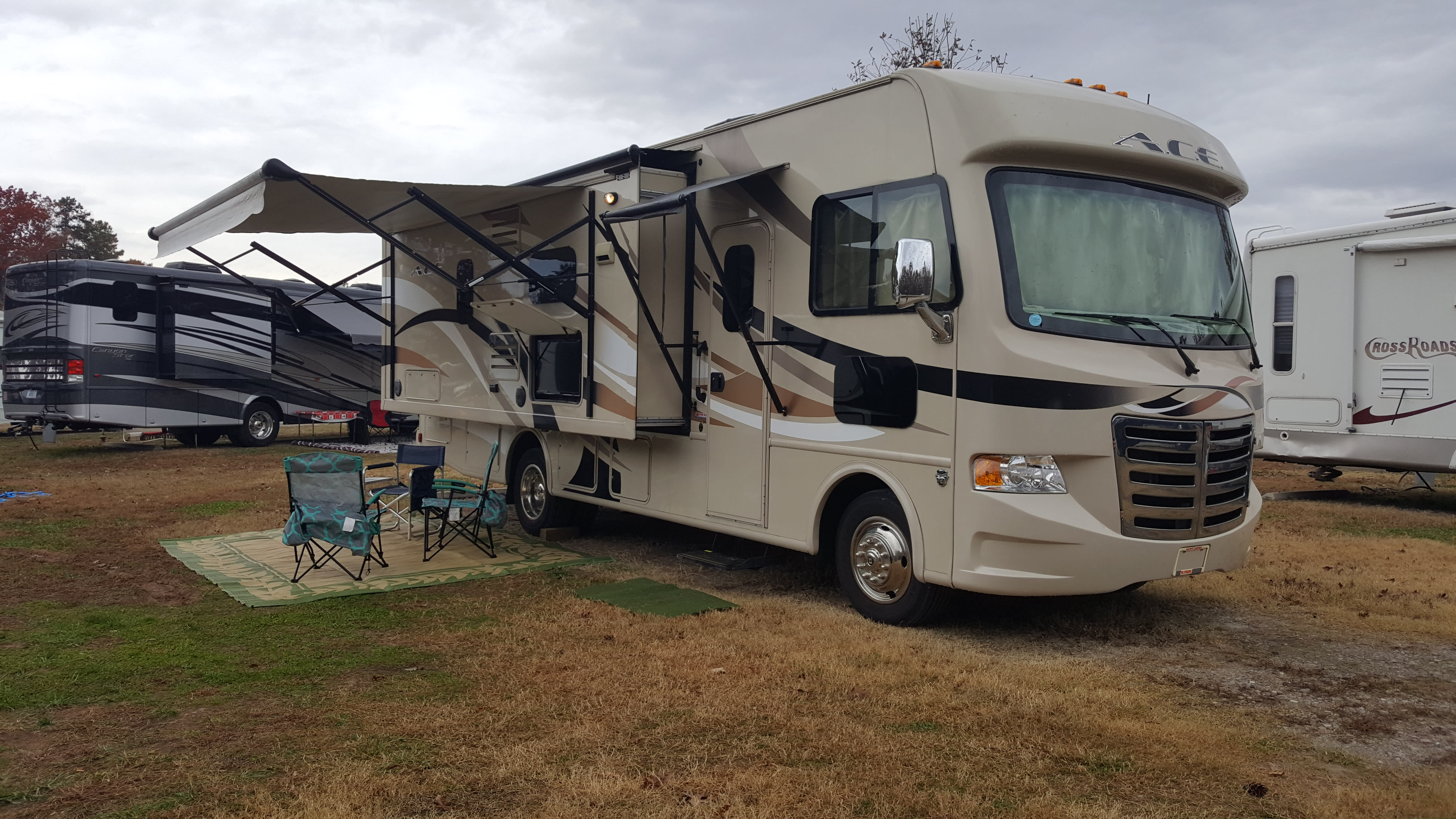 Outdoor TV for cable or air channels and HDMI cable . 5 chairs and mats. Patio and door awning. . Thor Motor Coach A.C.E 27.1 2015