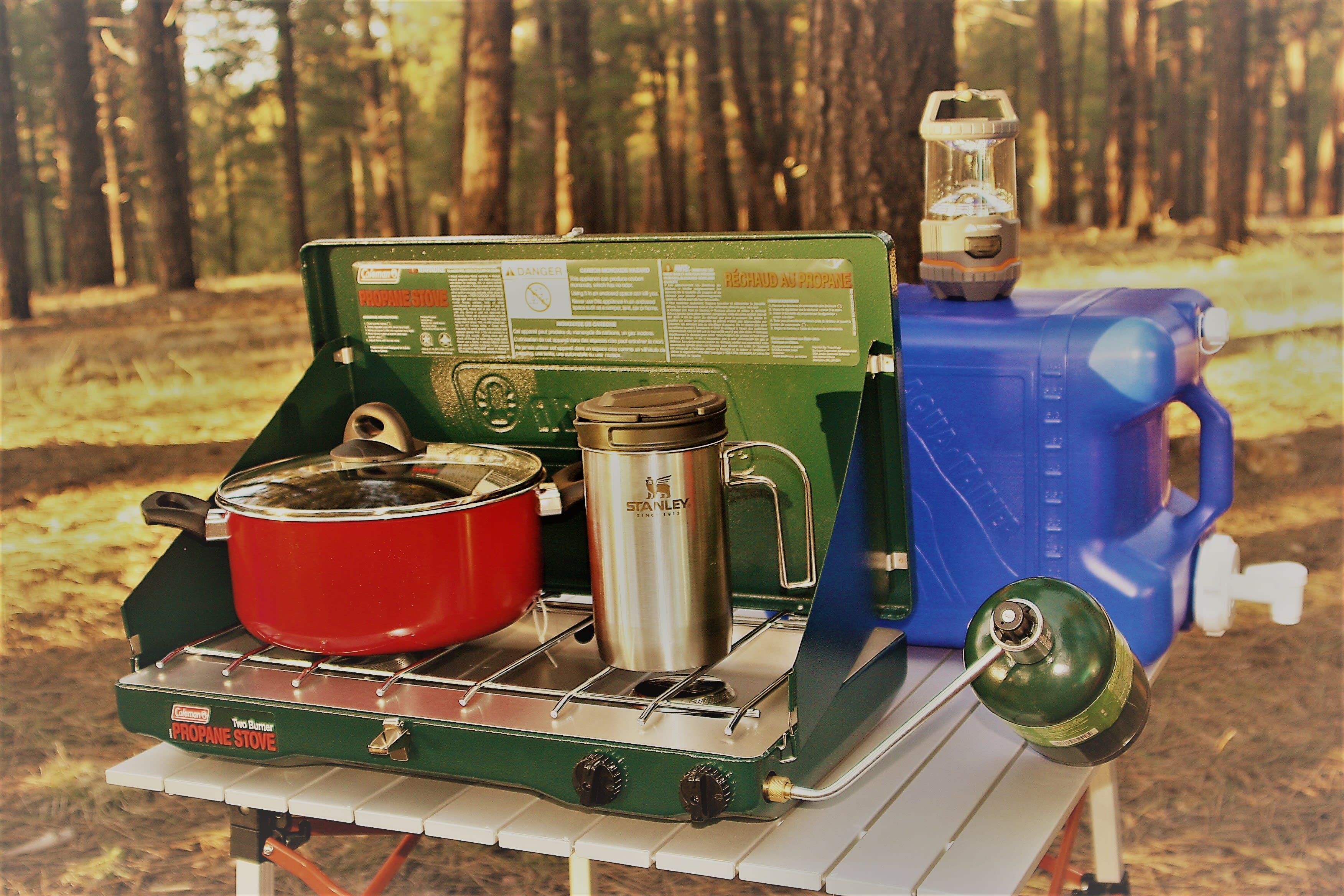 Your fully equipped kitchen box includes: pots, pans, griddle, cutting boards, utensils, knives, silverware, plates, bowls, cups, french press, insulated mugs, grater, corkscrew/bottle opener, dish towels, dish soap and sponges, lighters and more.. Jeep Wrangler Unlimited Sahara 2017