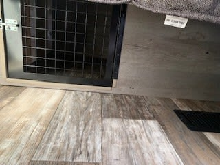 Integrated Pet Kennel. Keystone Outback 301UBH 2019