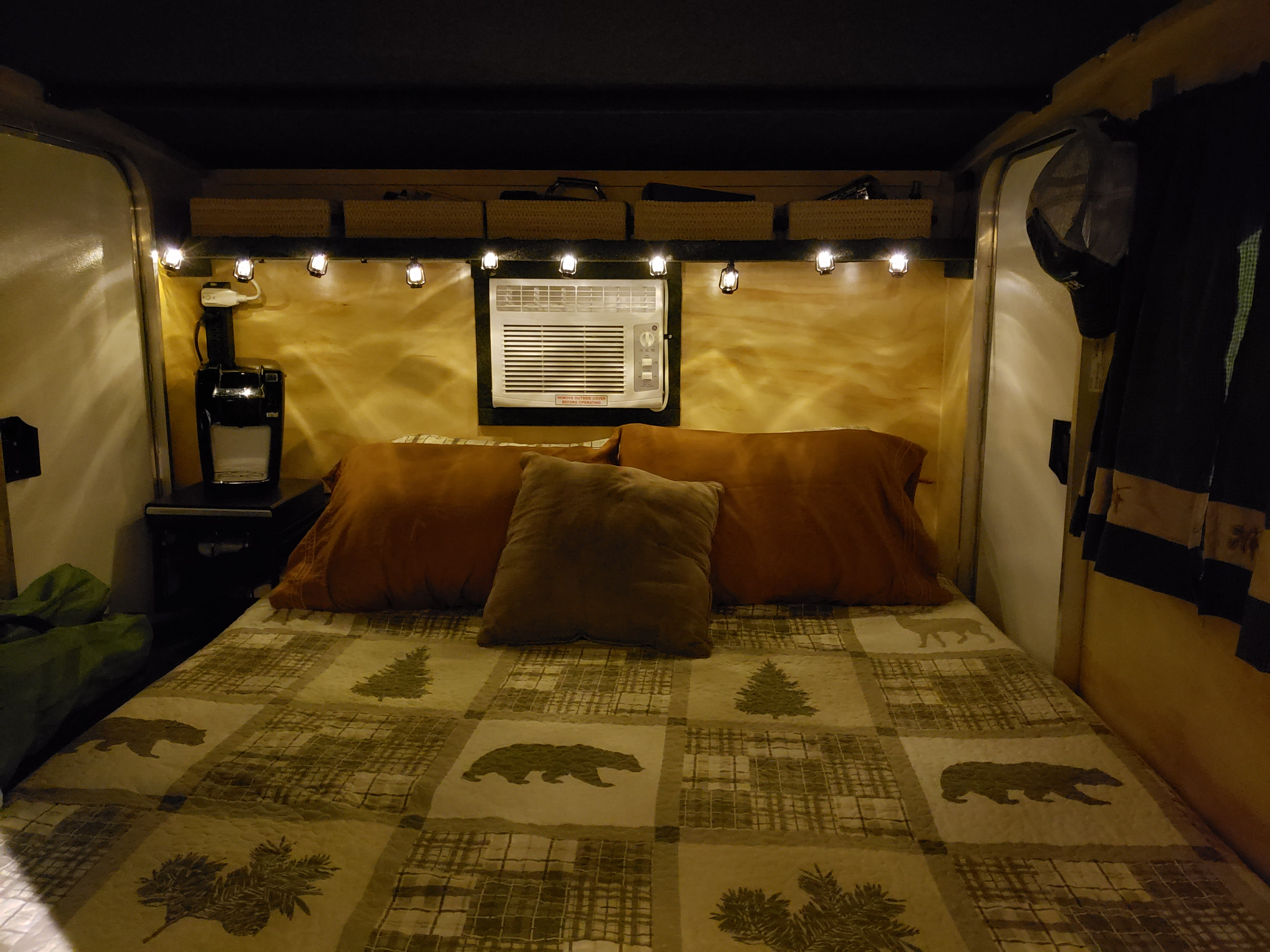 Inside the camper at night. Runaway Rangerunner 2018