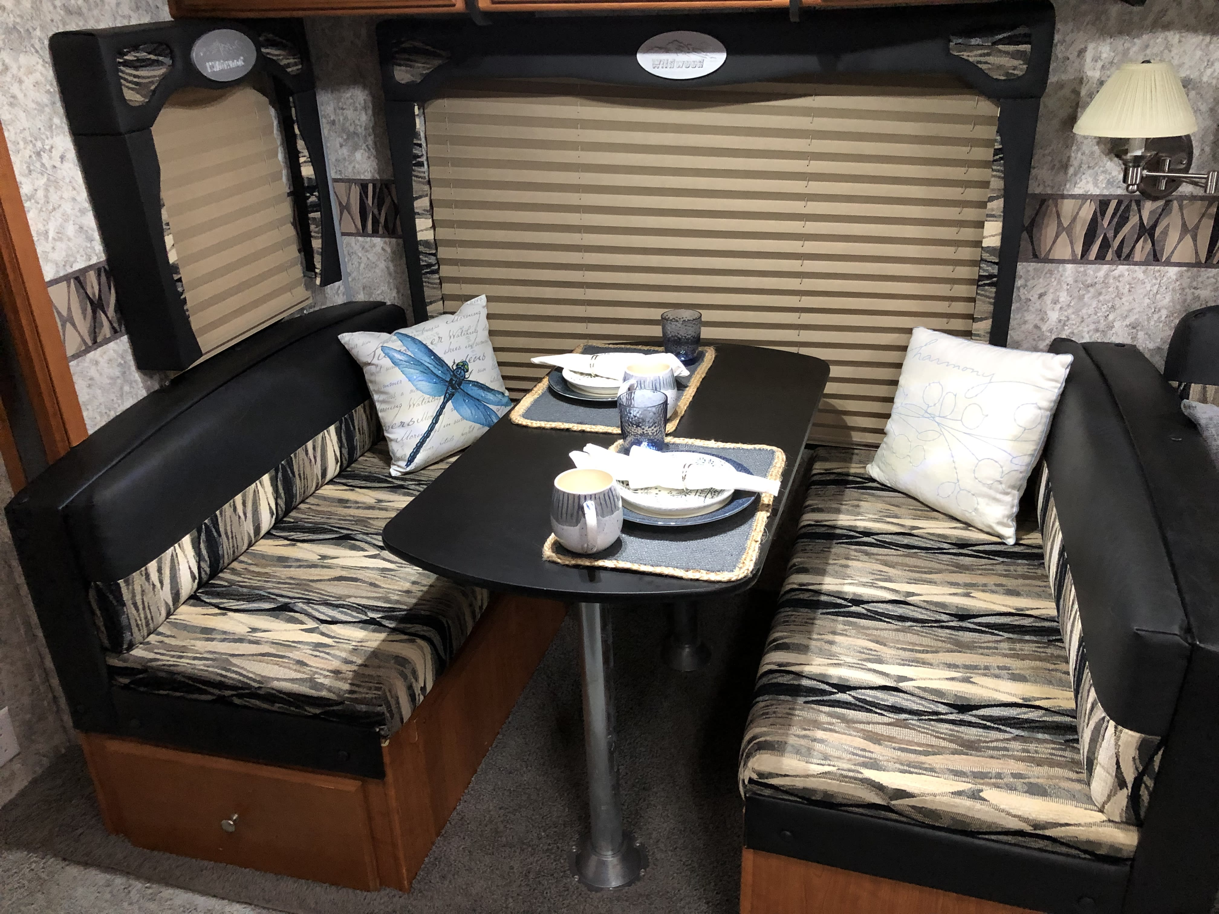 Dinette that seats 4 comfortably.. Forest River Wildwood 2010
