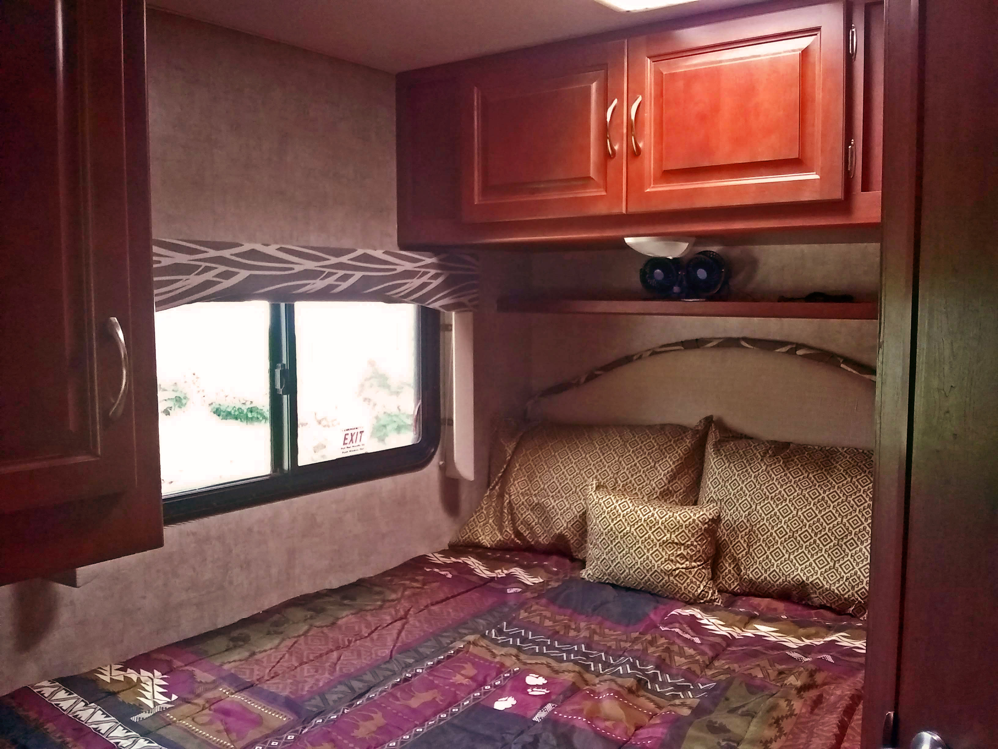 Fresh bedding included. Plenty of storage and device-charging spots.. Winnebago Itasca Spirit 2014
