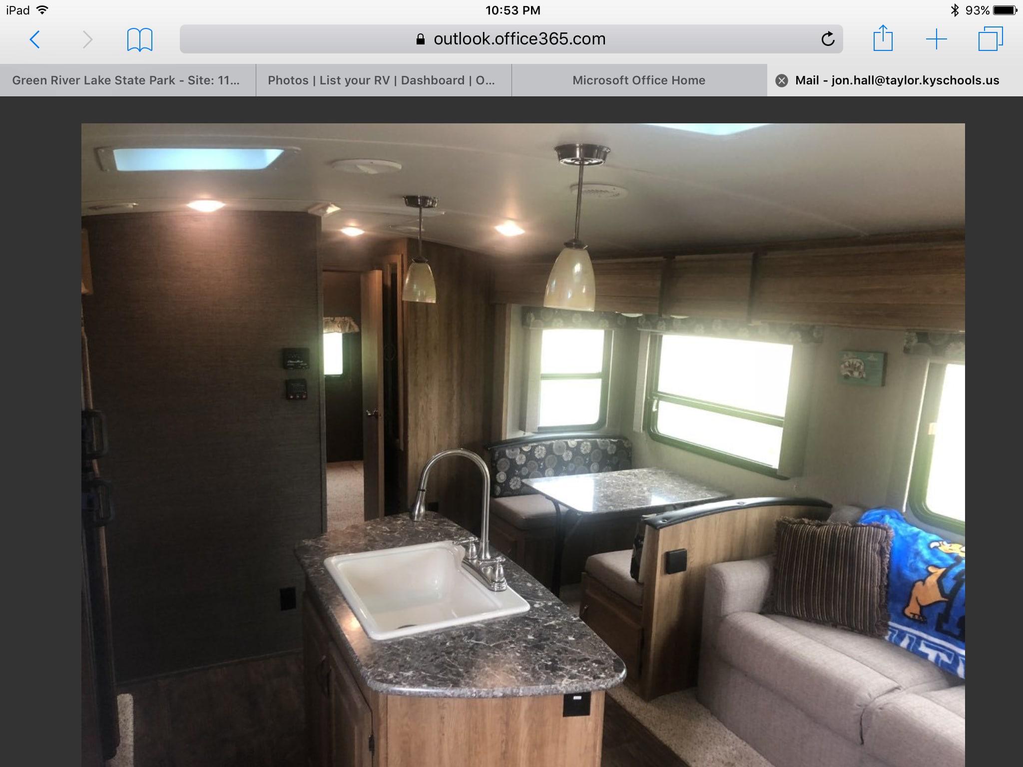 Living area / Kitchen area. Keystone Laredo 2015