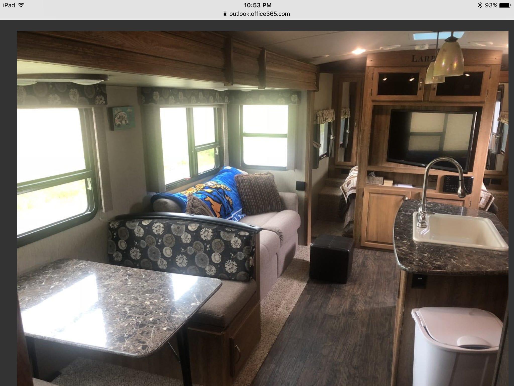 Living area . Keystone Laredo 2015