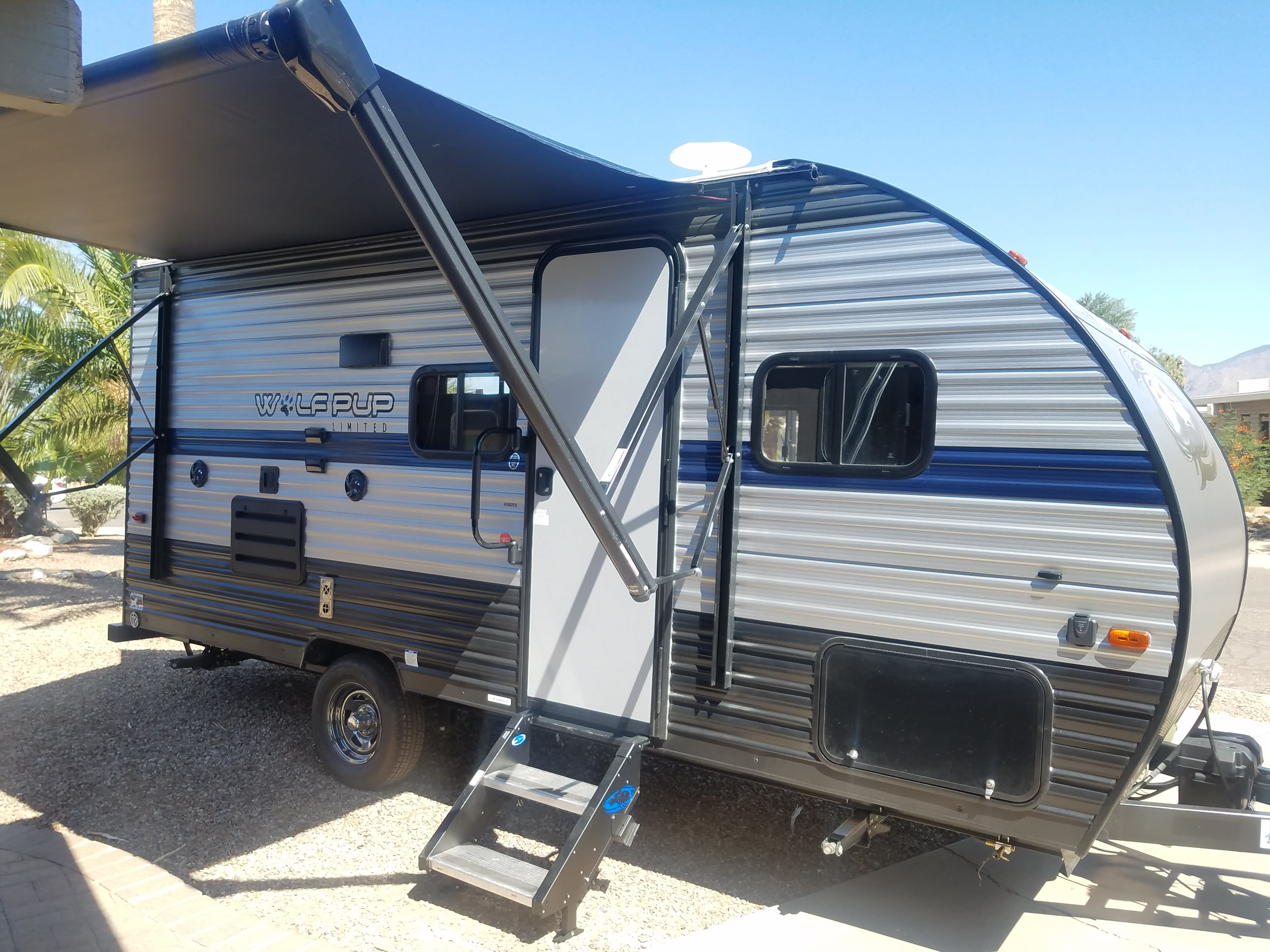 16' living space with 10' electric awning . Forest River Wolf Pup 2020