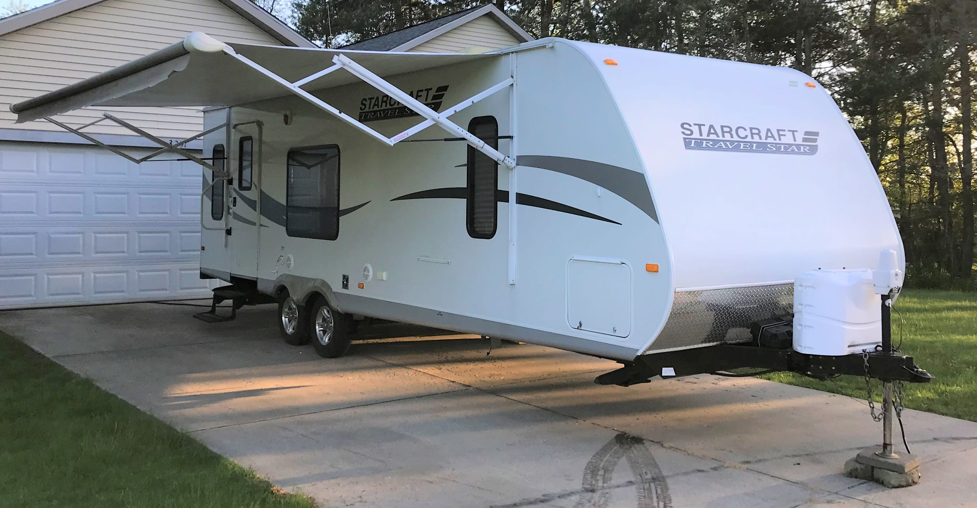 Power awning to provide shade and protection form the elements. Starcraft Travel Star 2011