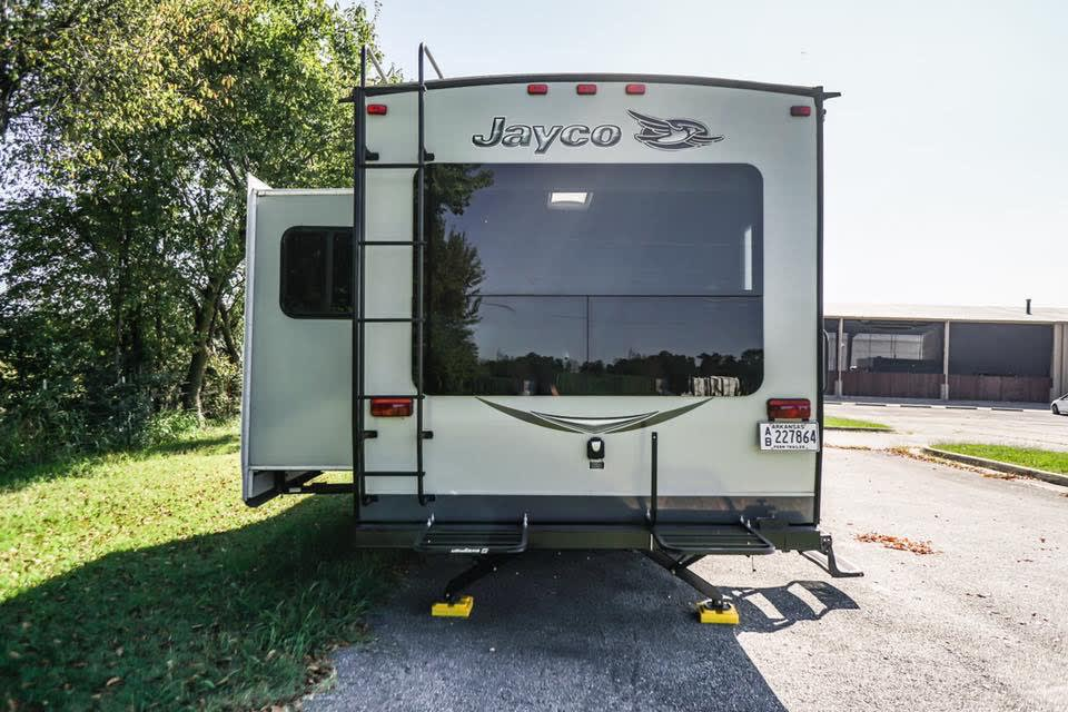 One slide-out that includes the living area and dining room. . Jayco Jay Flight 2015