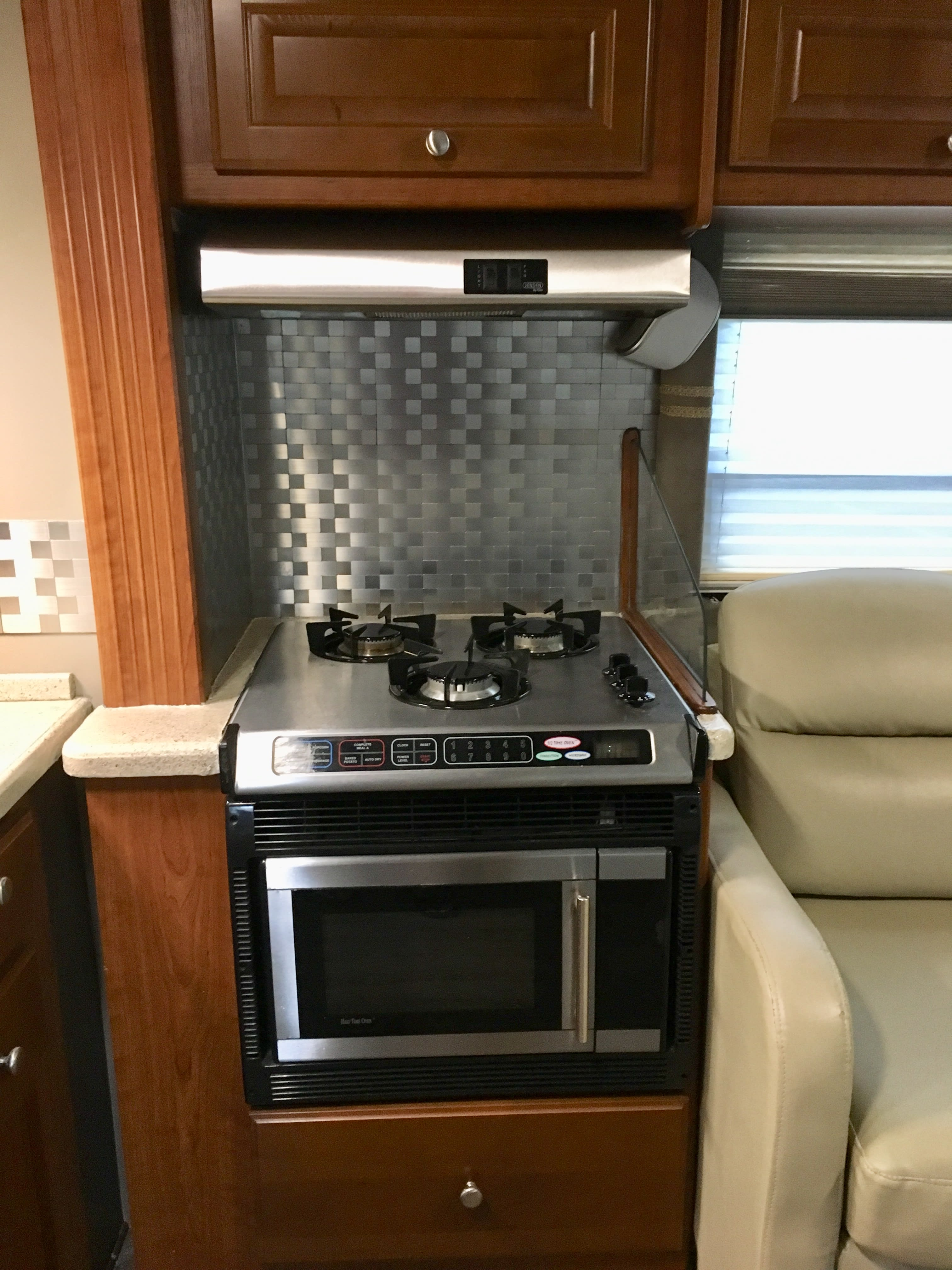 unit has microwave, convection and halftime oven. Four winds Siesta 29BG 2008