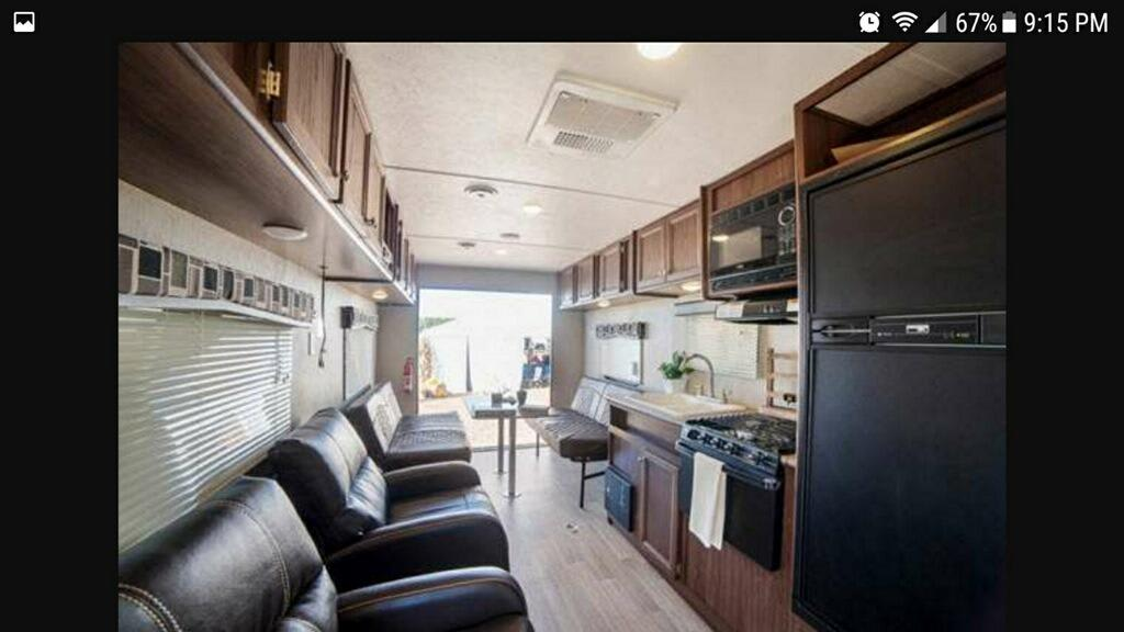Beautiful camper that facilitates your every need. Dutchmen Coleman 2017