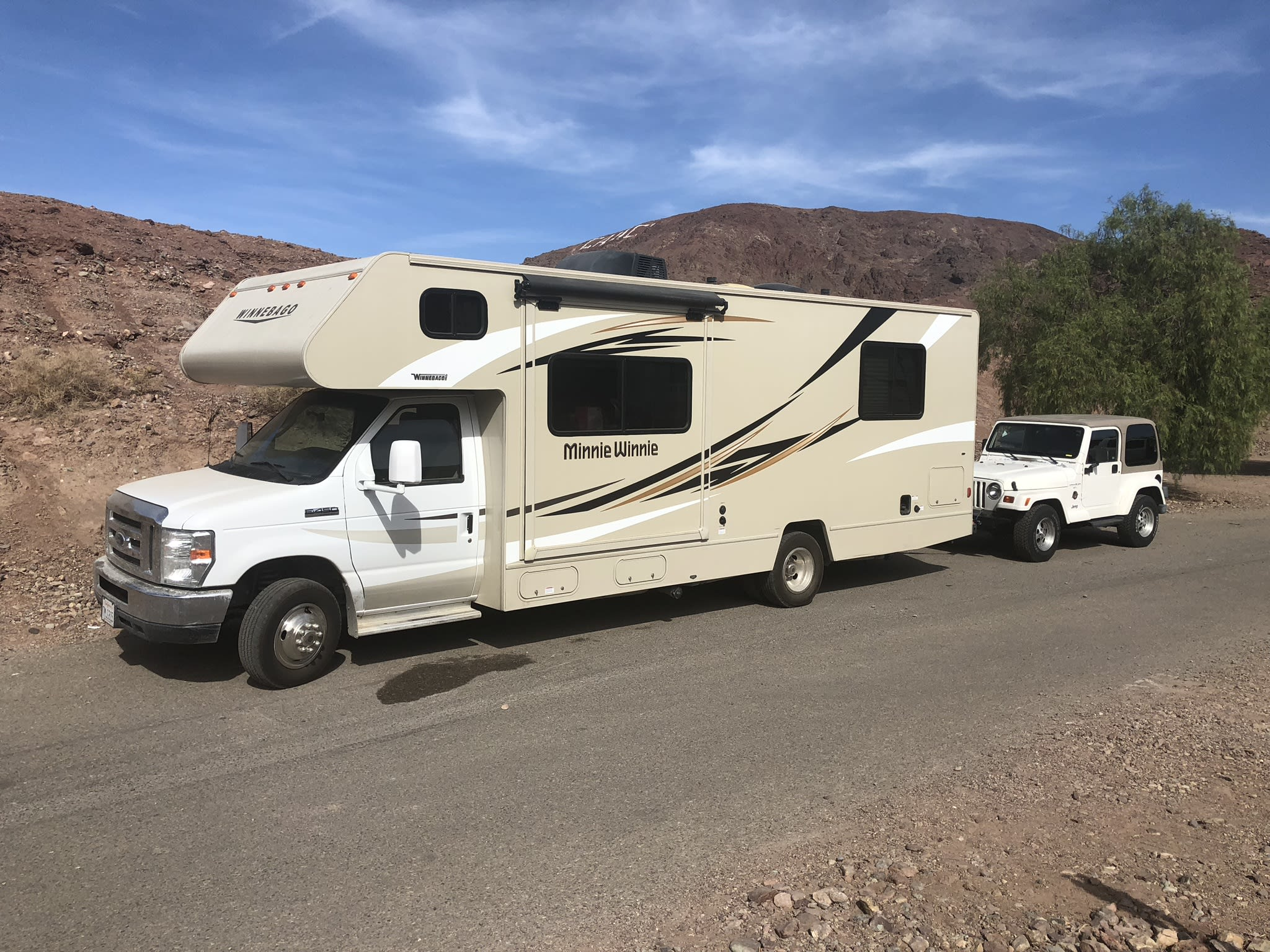 Makes even the desert fun for the whole family. Easy to drive and gives you options with kids. . Winnebago Minnie Winnie 2016