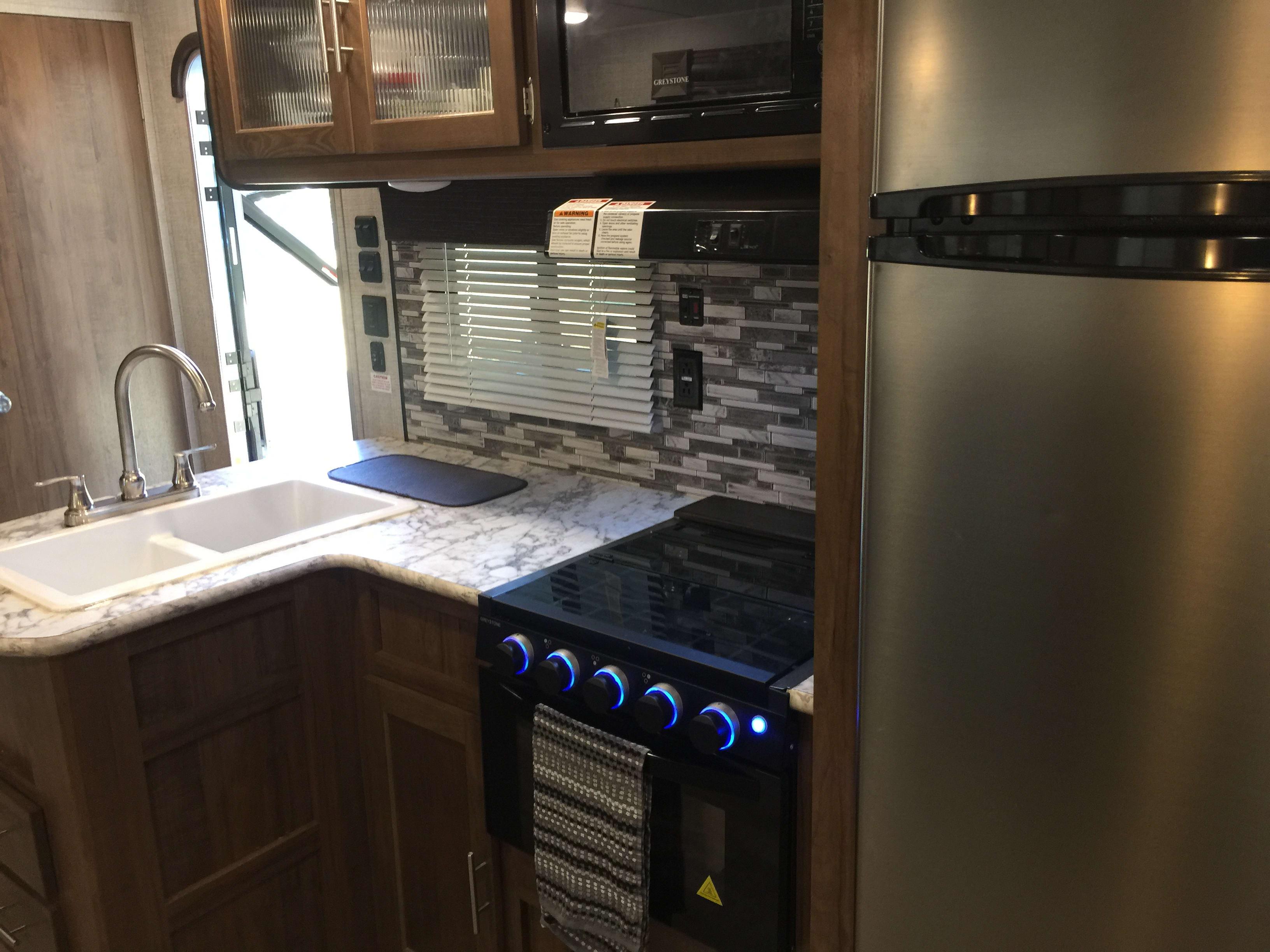Full kitchen!. Gulf Stream Amerilite 2019