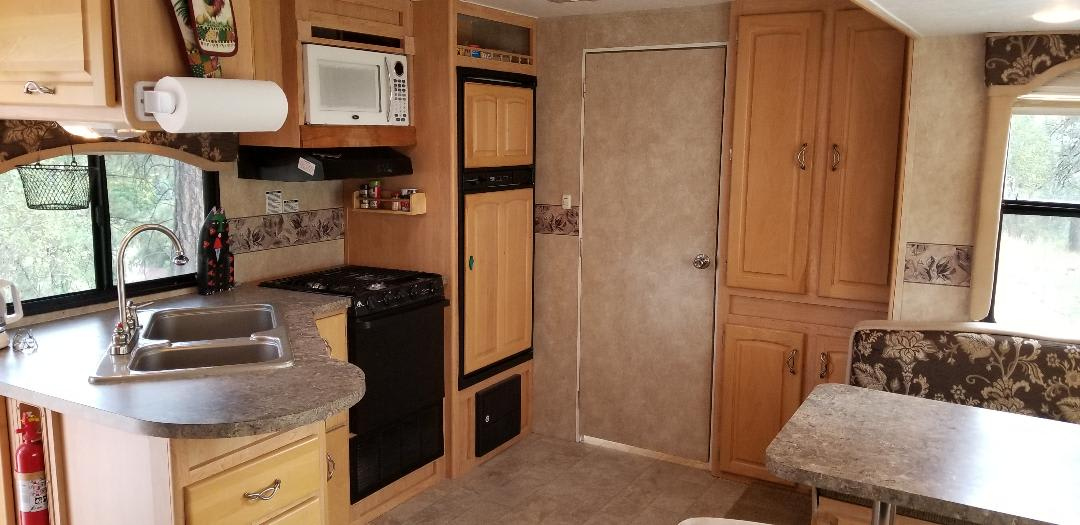 Kitchen area everything included. Thor Motor Coach Jazz 2008
