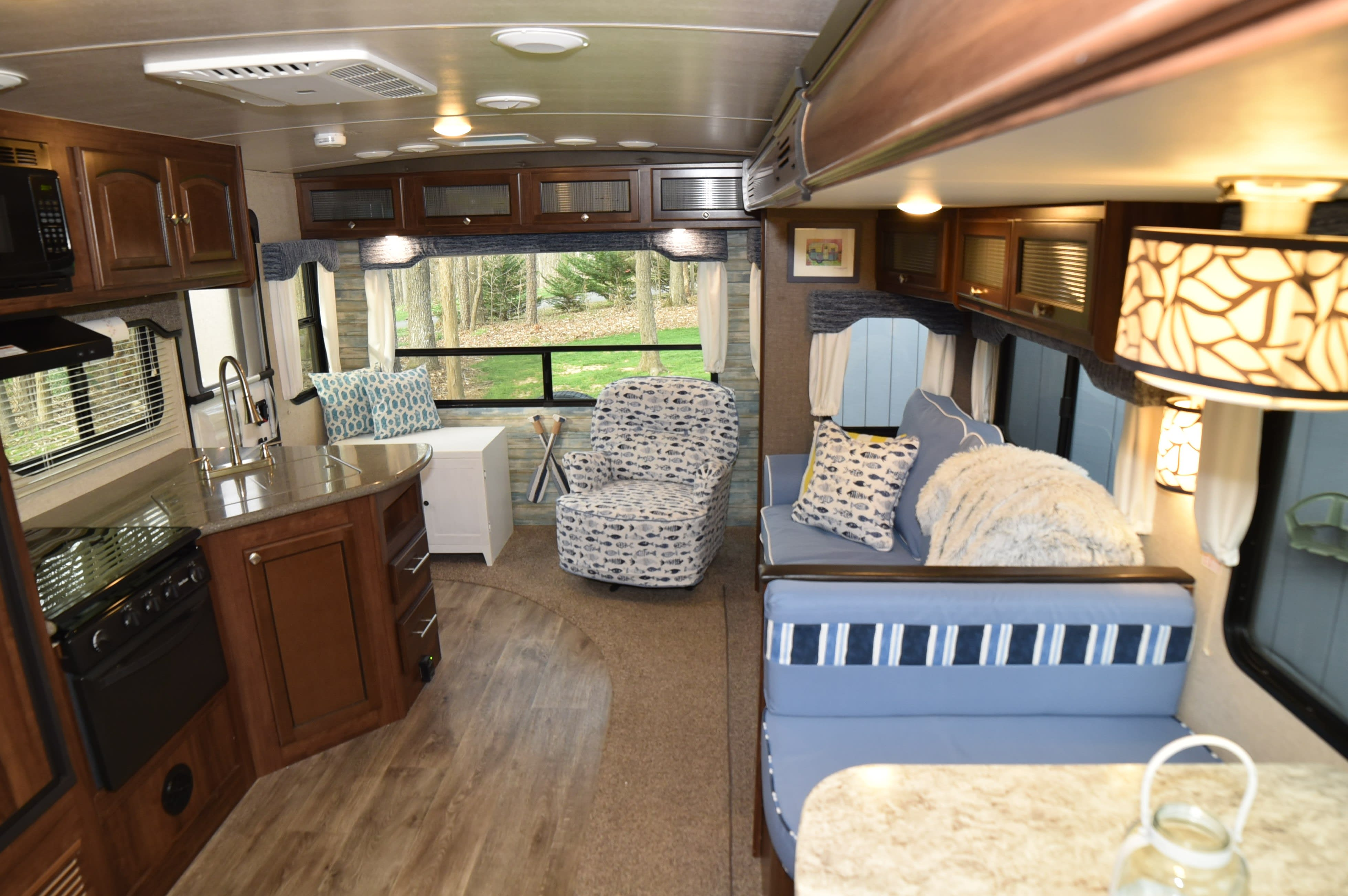 Very roomy super slide - dinette and couch slide out. . Heartland North Trail 2017