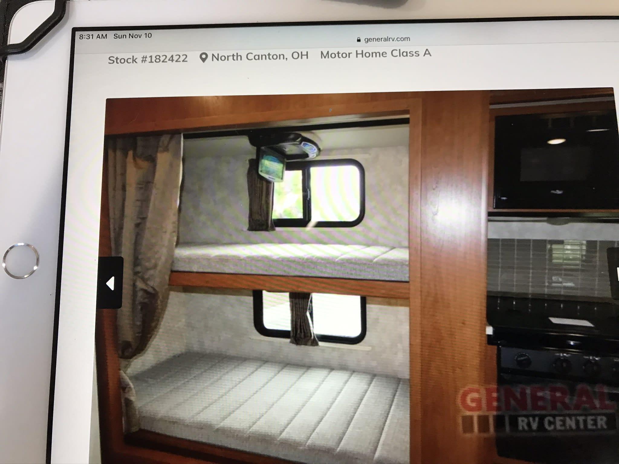 Bunk Beds with DVR/Gaming. Winnebago Vista 2019