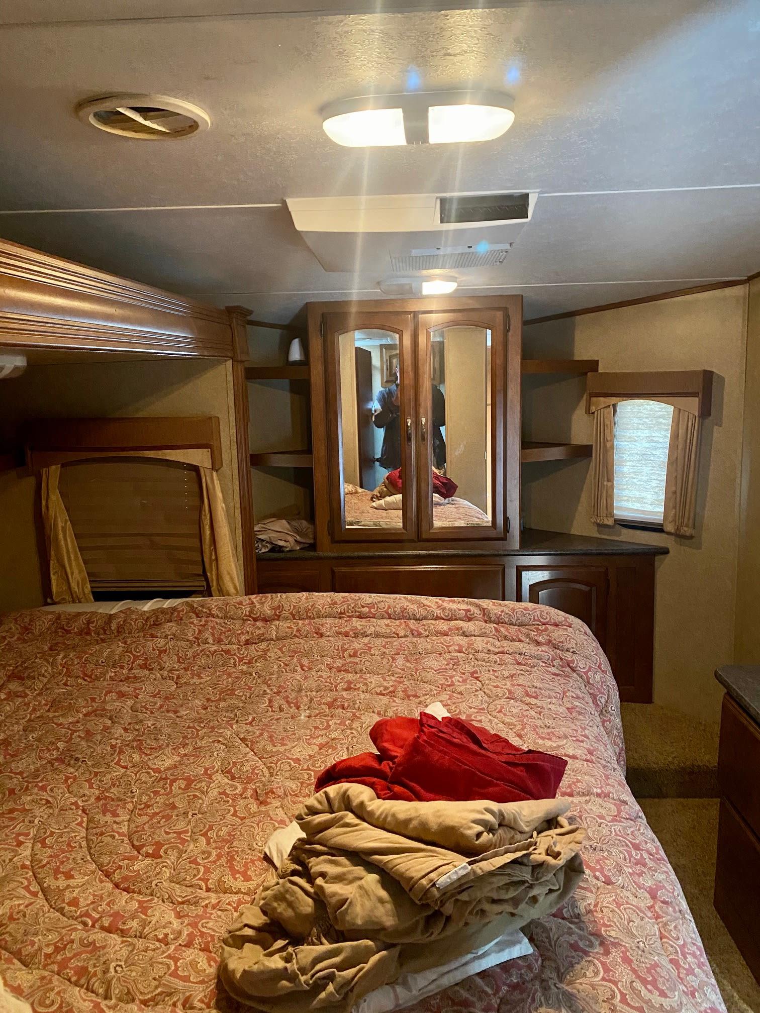 Master Bedroom. Forest River V-Cross 2013