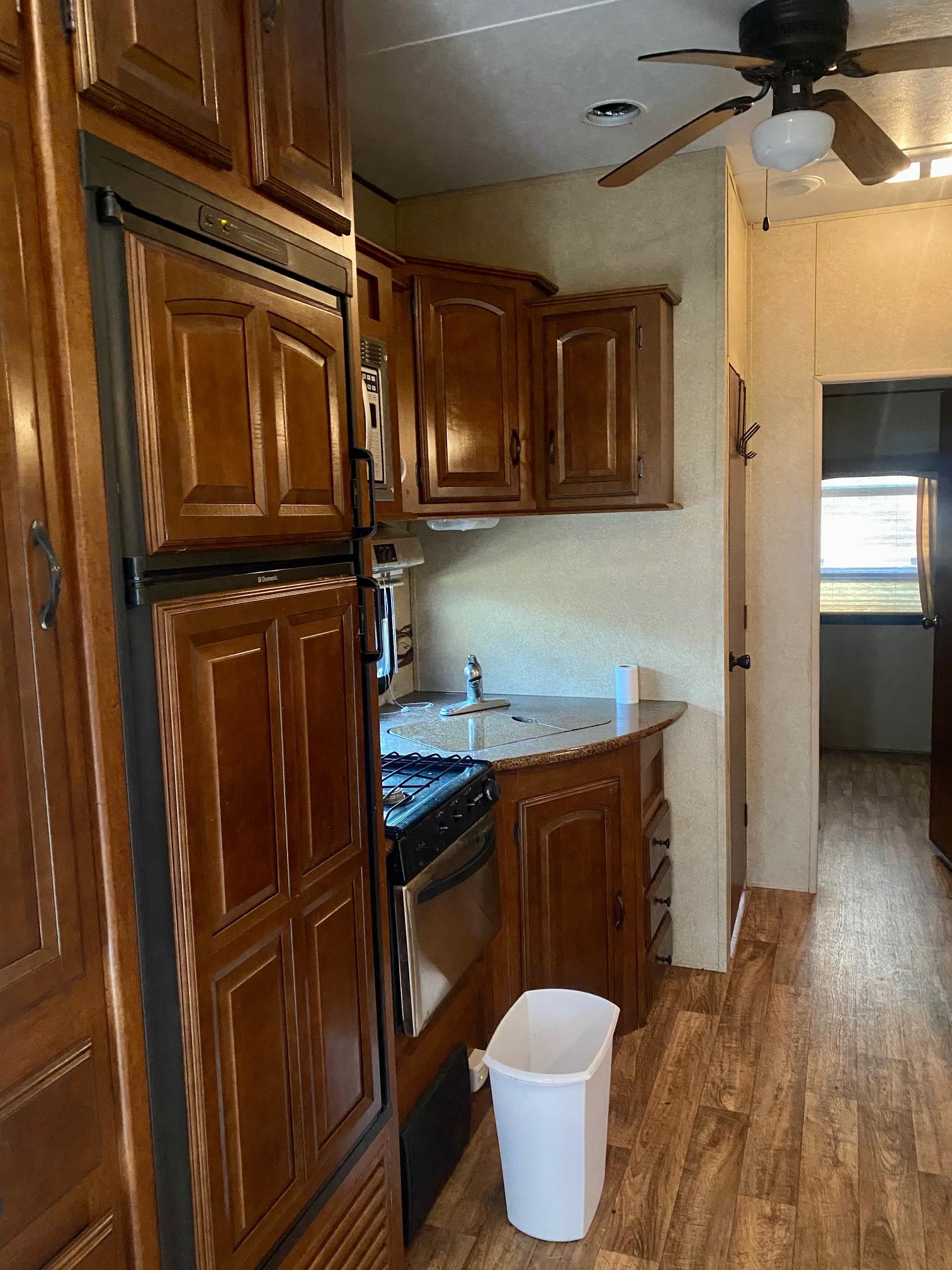 Kitchen. Forest River V-Cross 2013