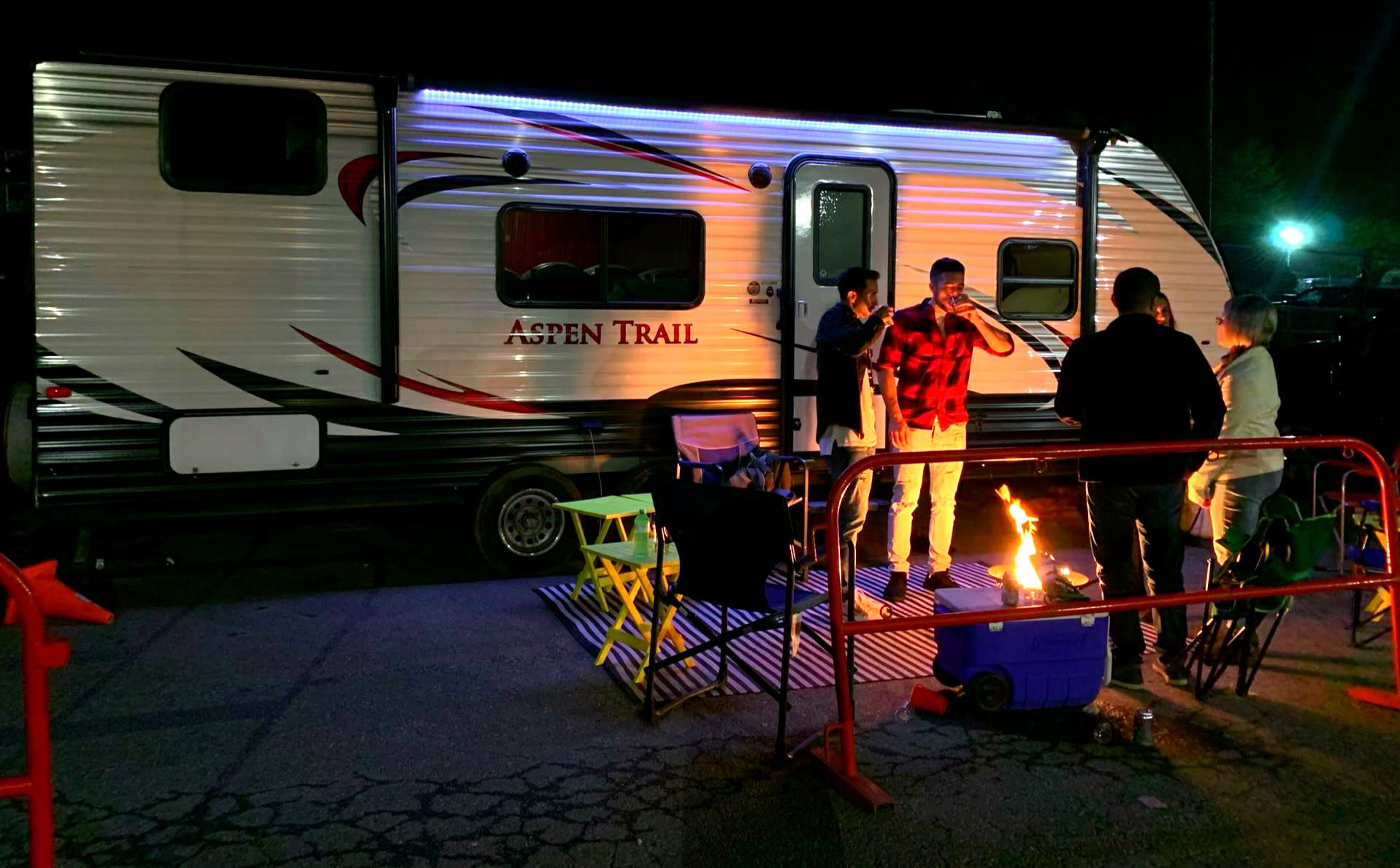 The centre or the nightlife!. Dutchmen Aspen Trail 2015