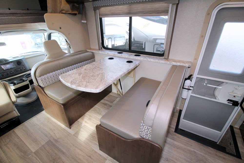dream dinette converts to bed. Thor Motor Coach Freedom Elite 30FE 2020