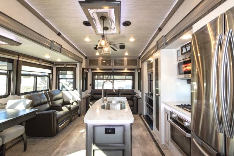 Kitchen/Living room. Keystone Montana 2020