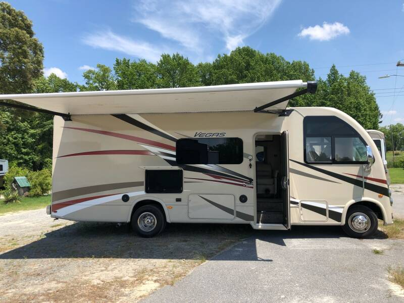 Side View with auto extend & retract awning. Thor Motor Coach Vegas 2018