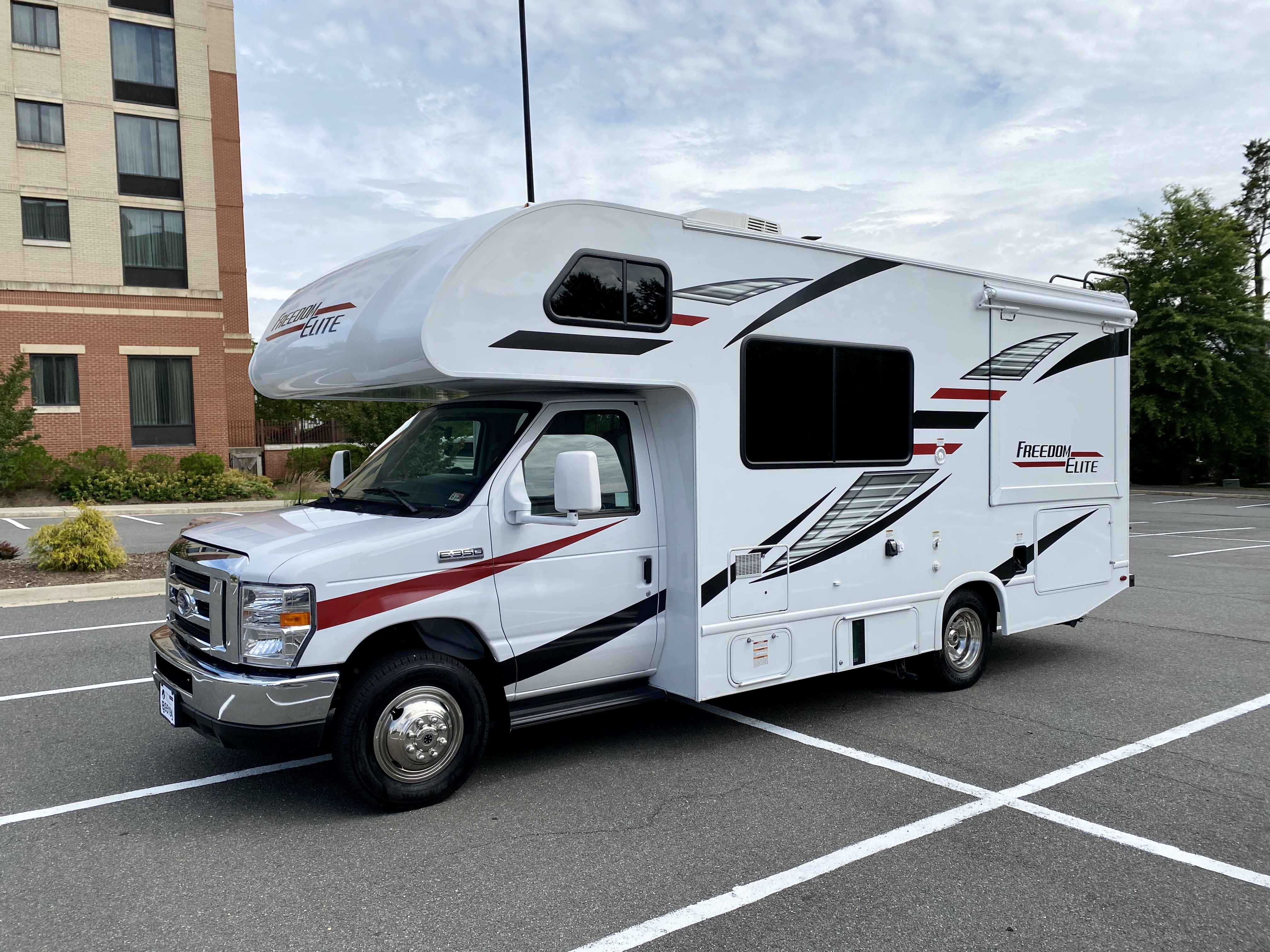 Welcome aboard this all new 2020 Freedom Elite 22FE!. Thor Motor Coach Freedom Elite 2020