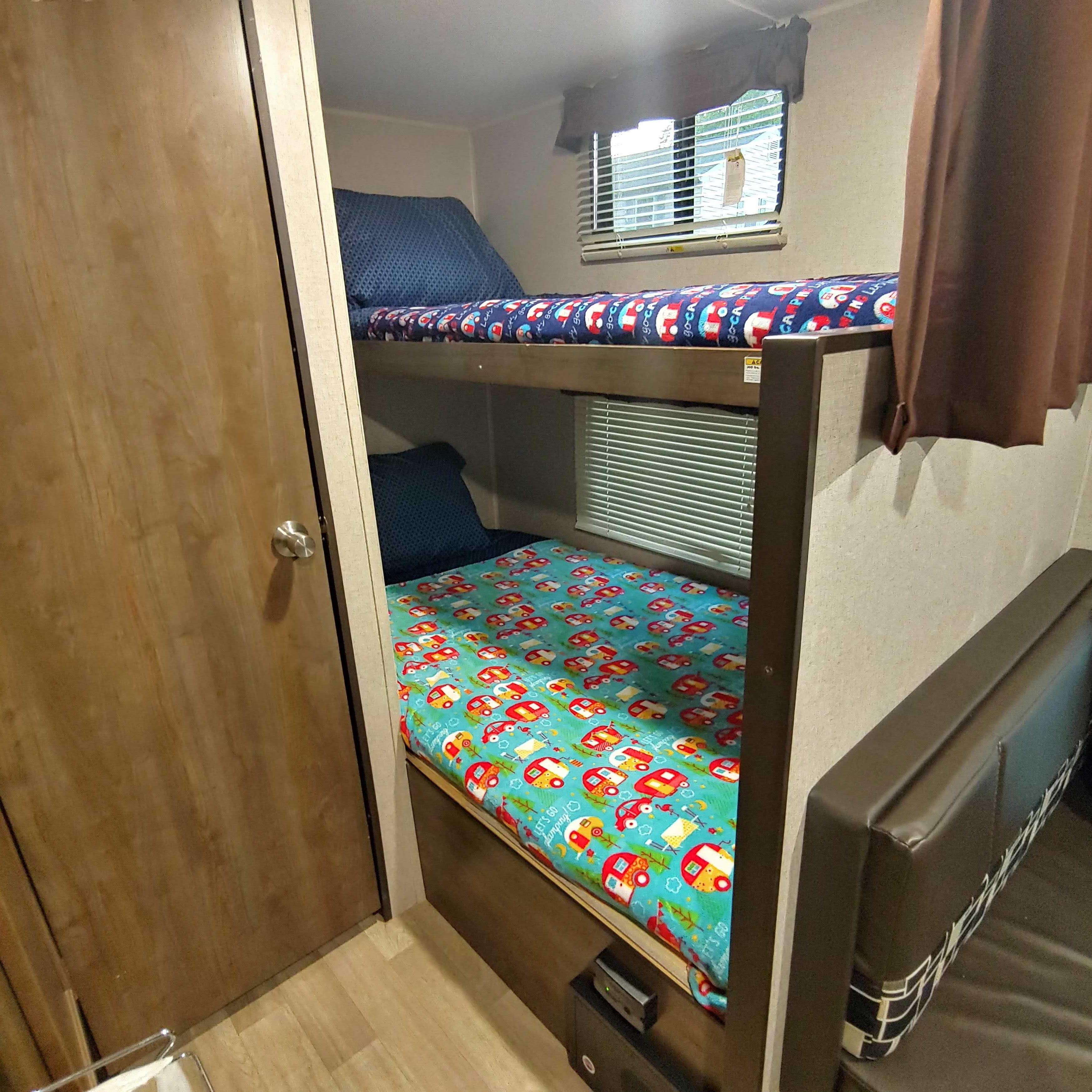 Bunk beds. Dutchmen Coleman 2018