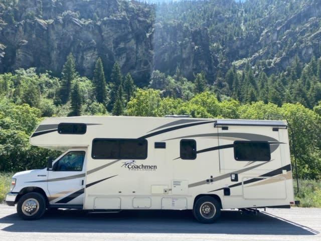 26 feet. Coachmen Freelander 2017