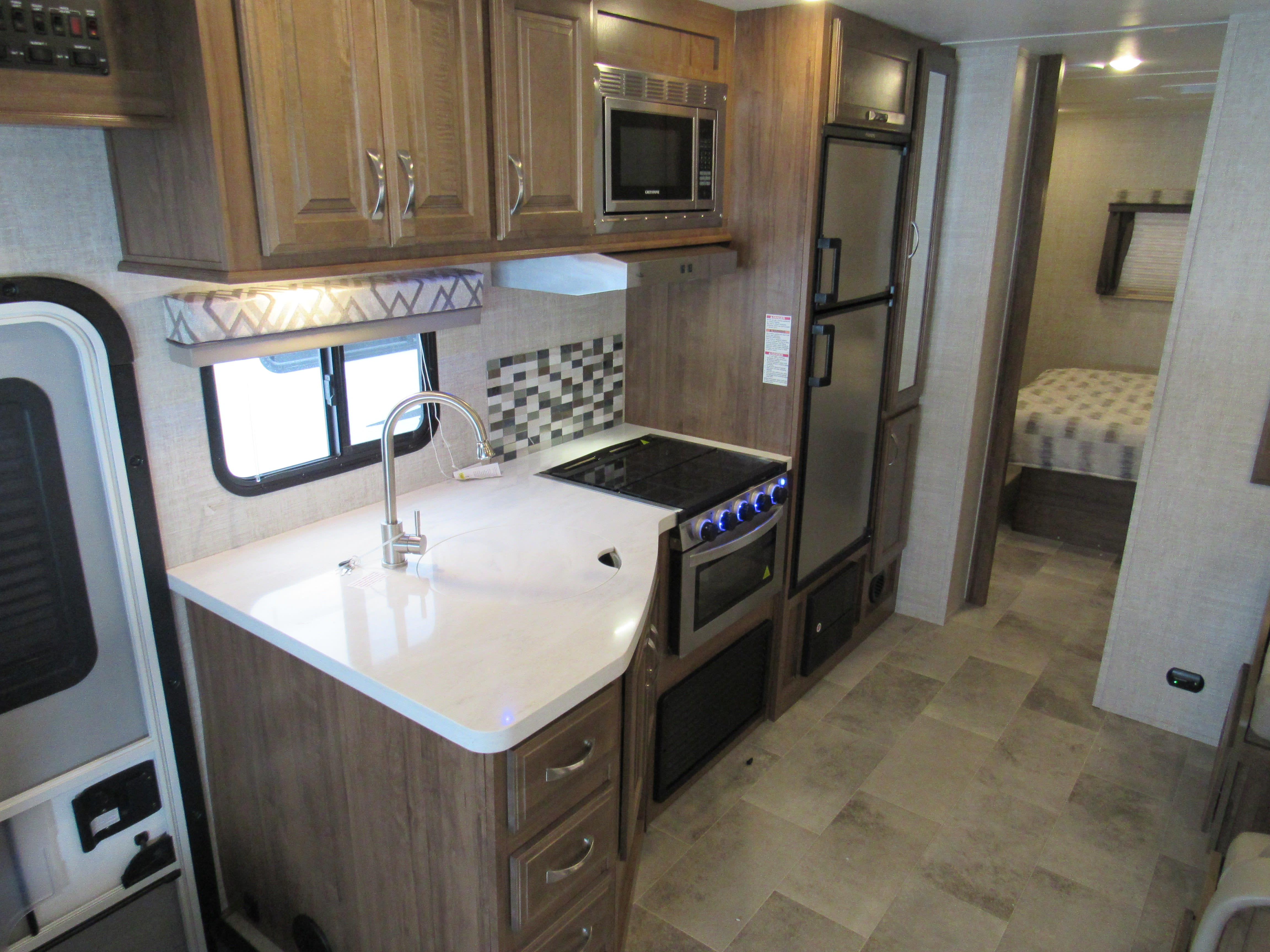 Kitchen area. Gulf Stream Conquest 6317D 2020