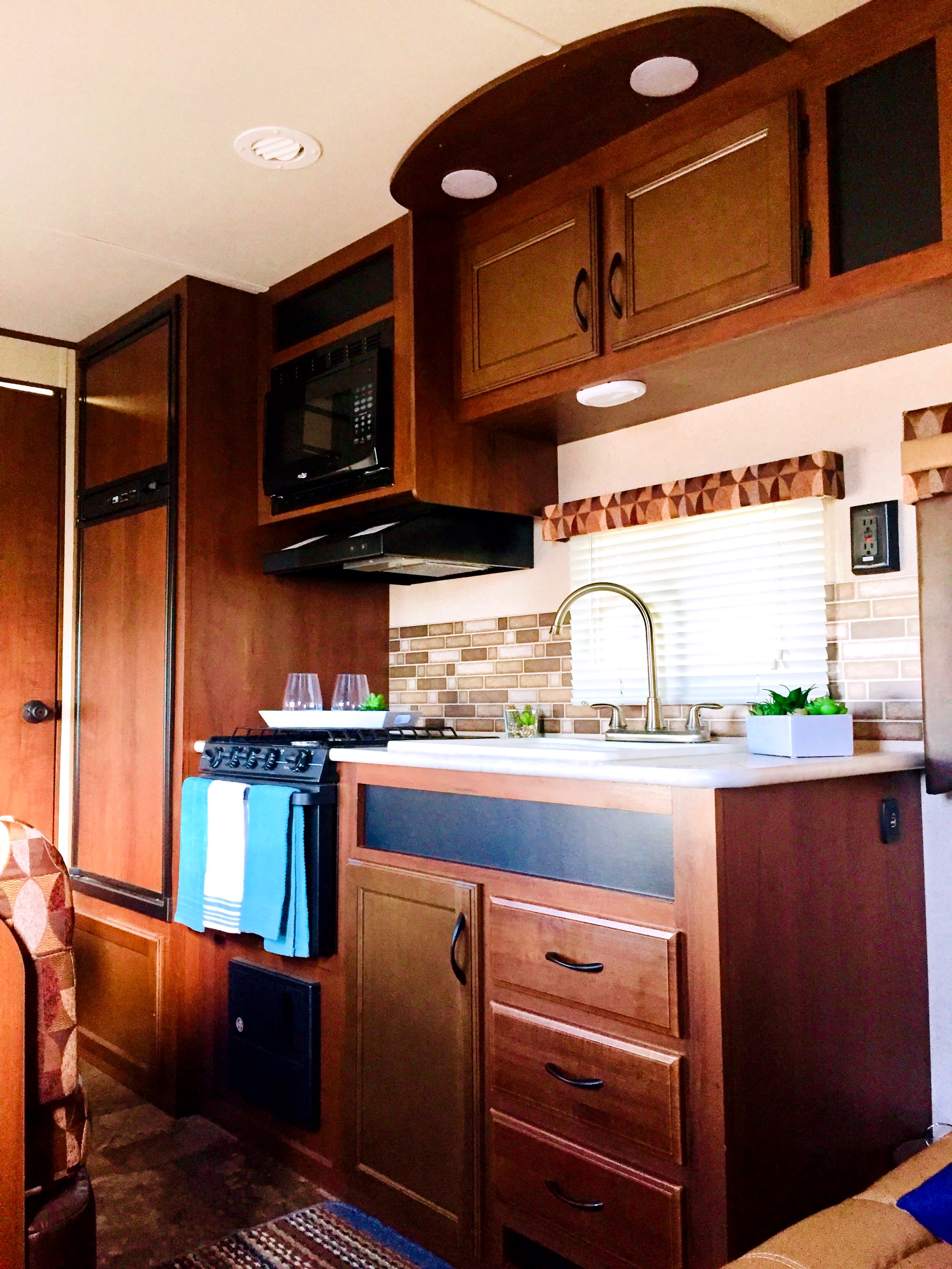 Kitchen area. Jayco JayFlight 2015