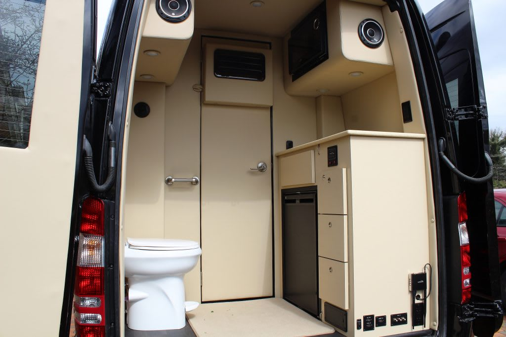 Bathroom. Midwest Automotive Designs Presidential 2020