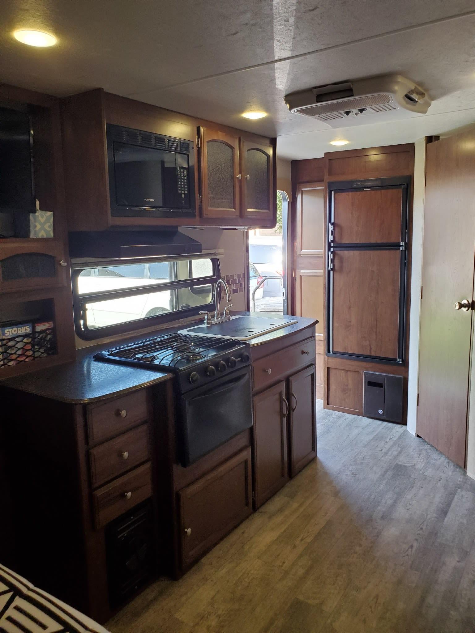Kitchen. Coachmen Freedom Express 2017