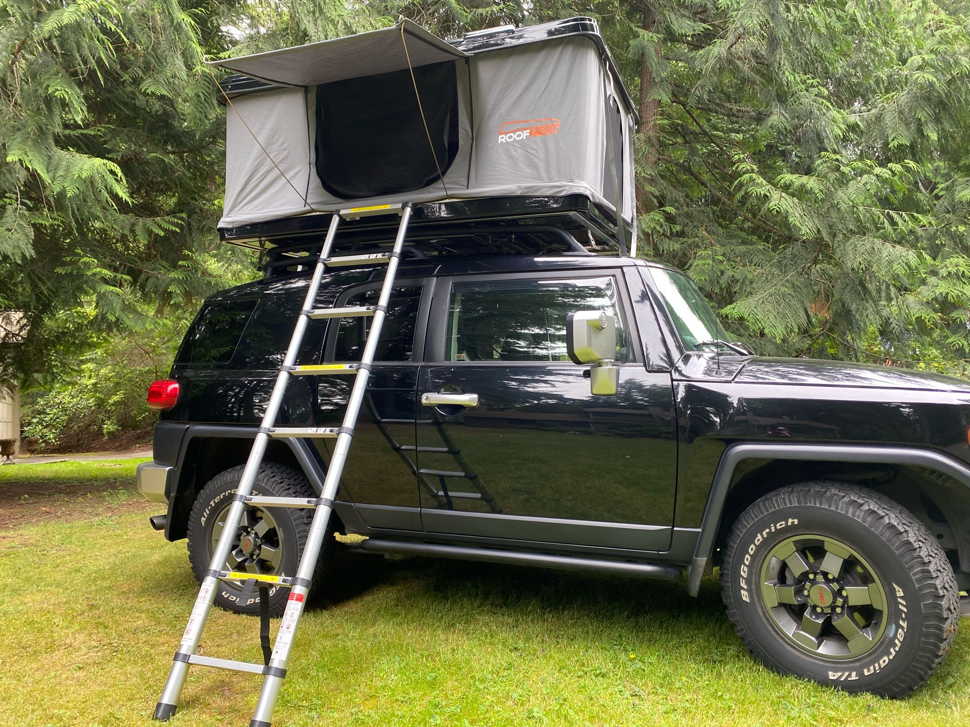 Roof Nest Eagle Tent. Toyota Landcruiser 2007