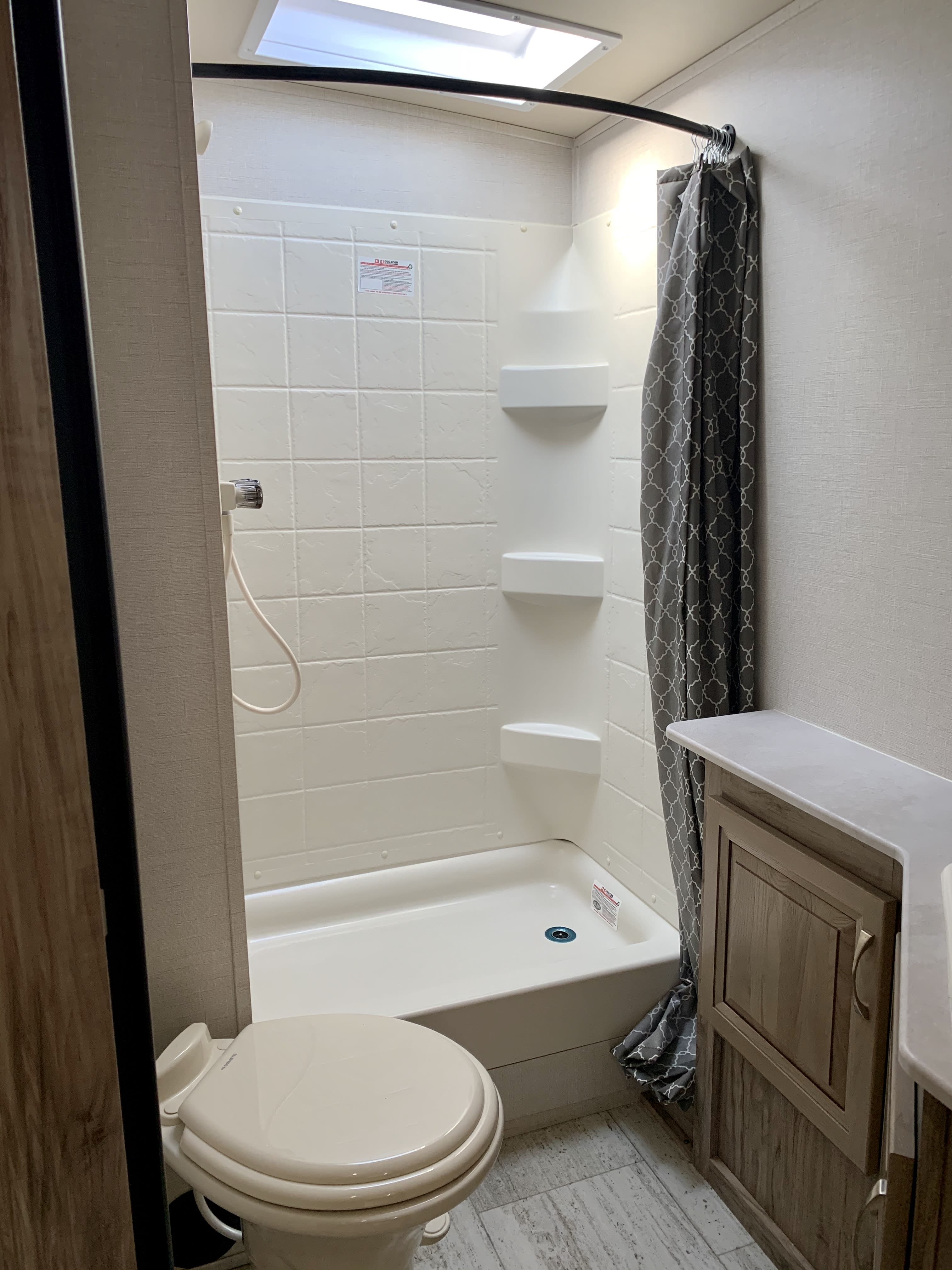 Full size shower with skylight.. Palomino Solaire Ultra Lite 2019