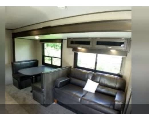 Table and couch turn into beds. Jayco Jay Flight 2018