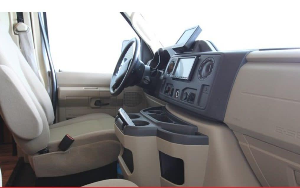 Ford Coachman 450 2011