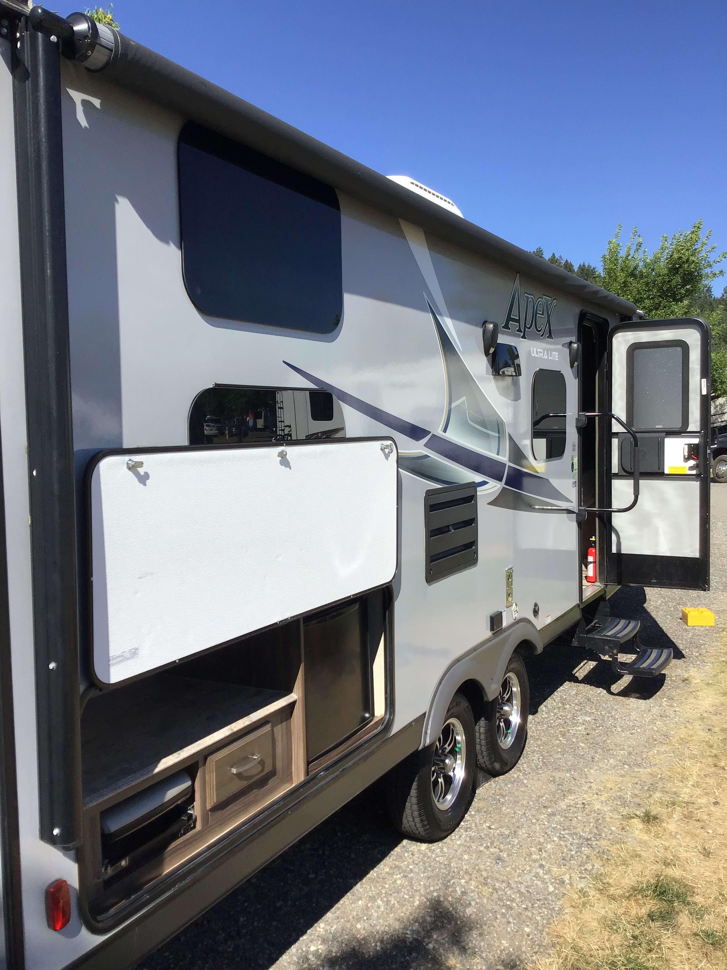 Exterior Passenger/Door Side. Coachmen Apex Ultra Lite 245BHS 2017