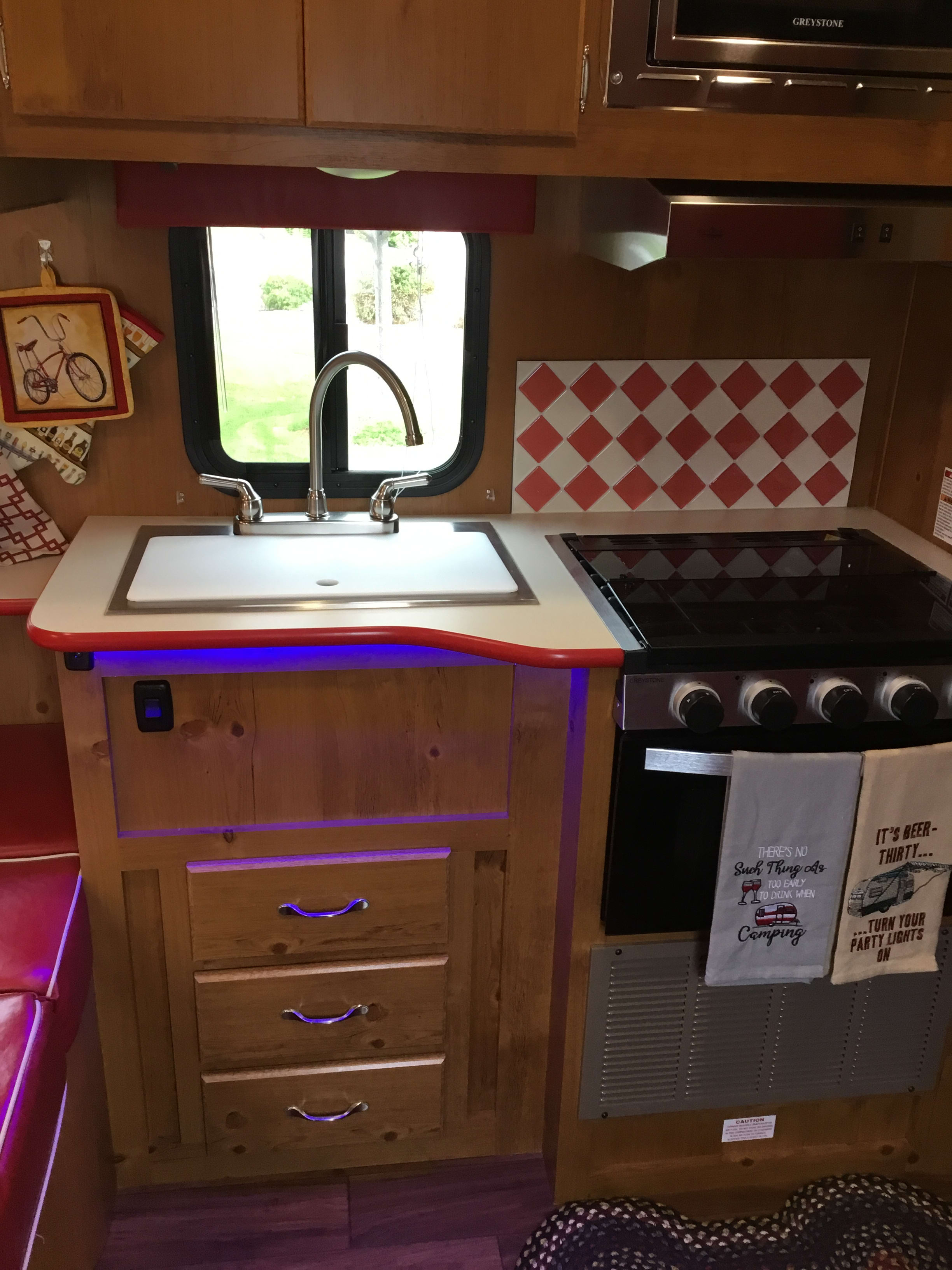 kitchenette with LED blue lighting. Gulf Stream Vintage Cruiser 2020