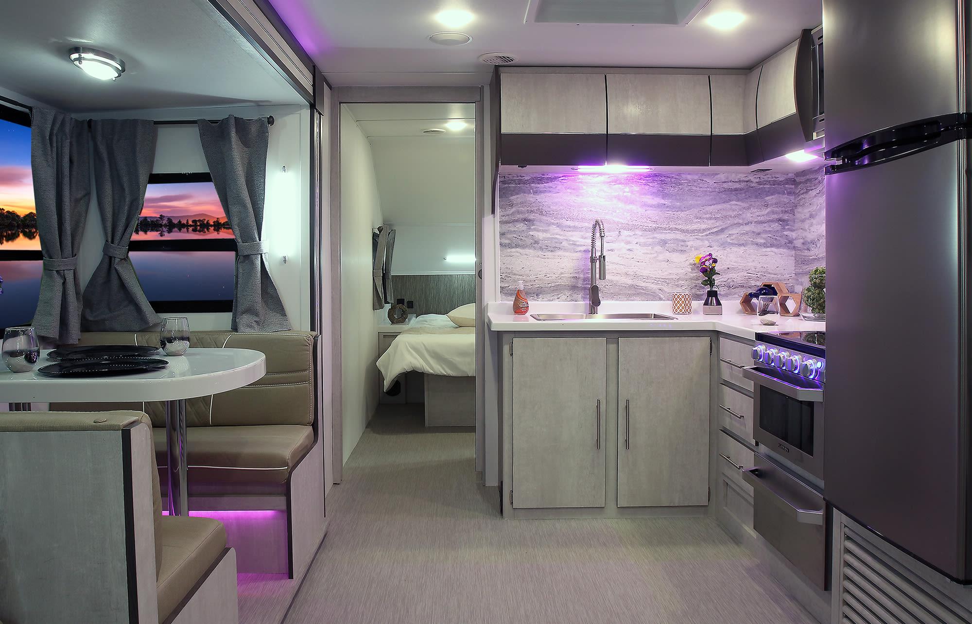Dinette & Kitchen. Travel Lite Evoke B 2020